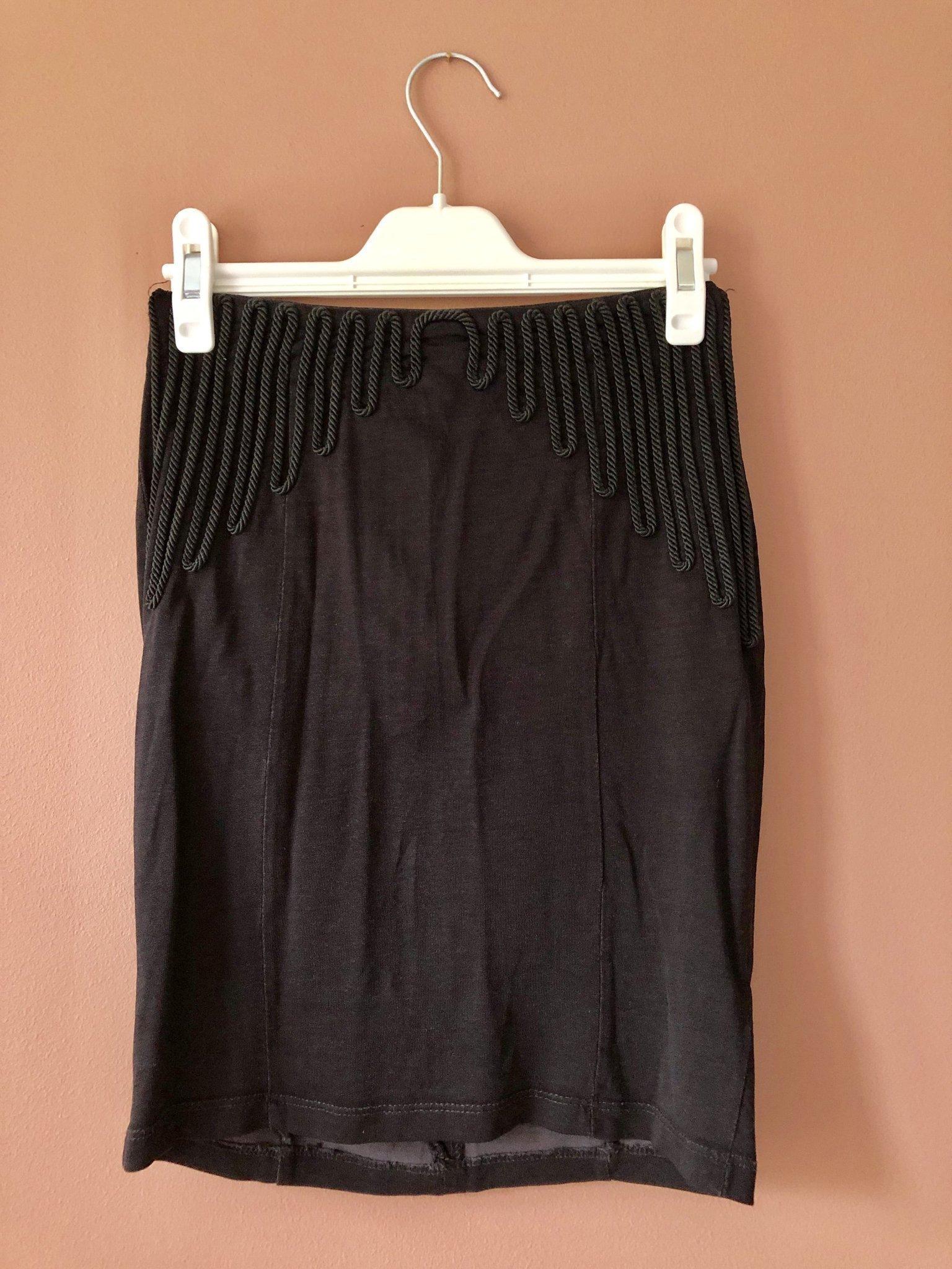 9839ae63681a Svart kjol från H&M Trend storlek 34 (354299063) ᐈ Köp på Tradera