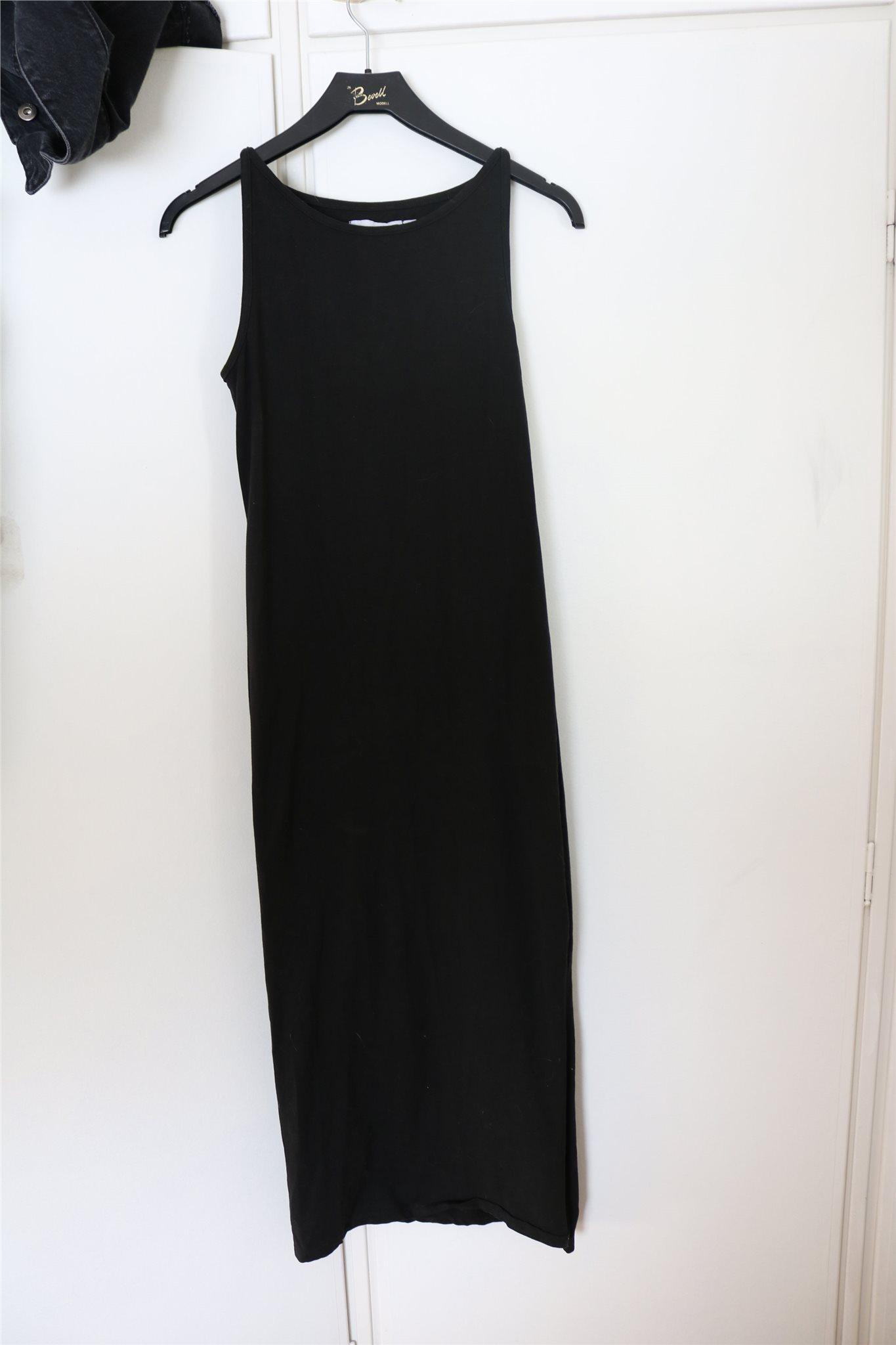 7a4a5f23a4e8 Enkel långklänning (345323069) ᐈ Köp på Tradera