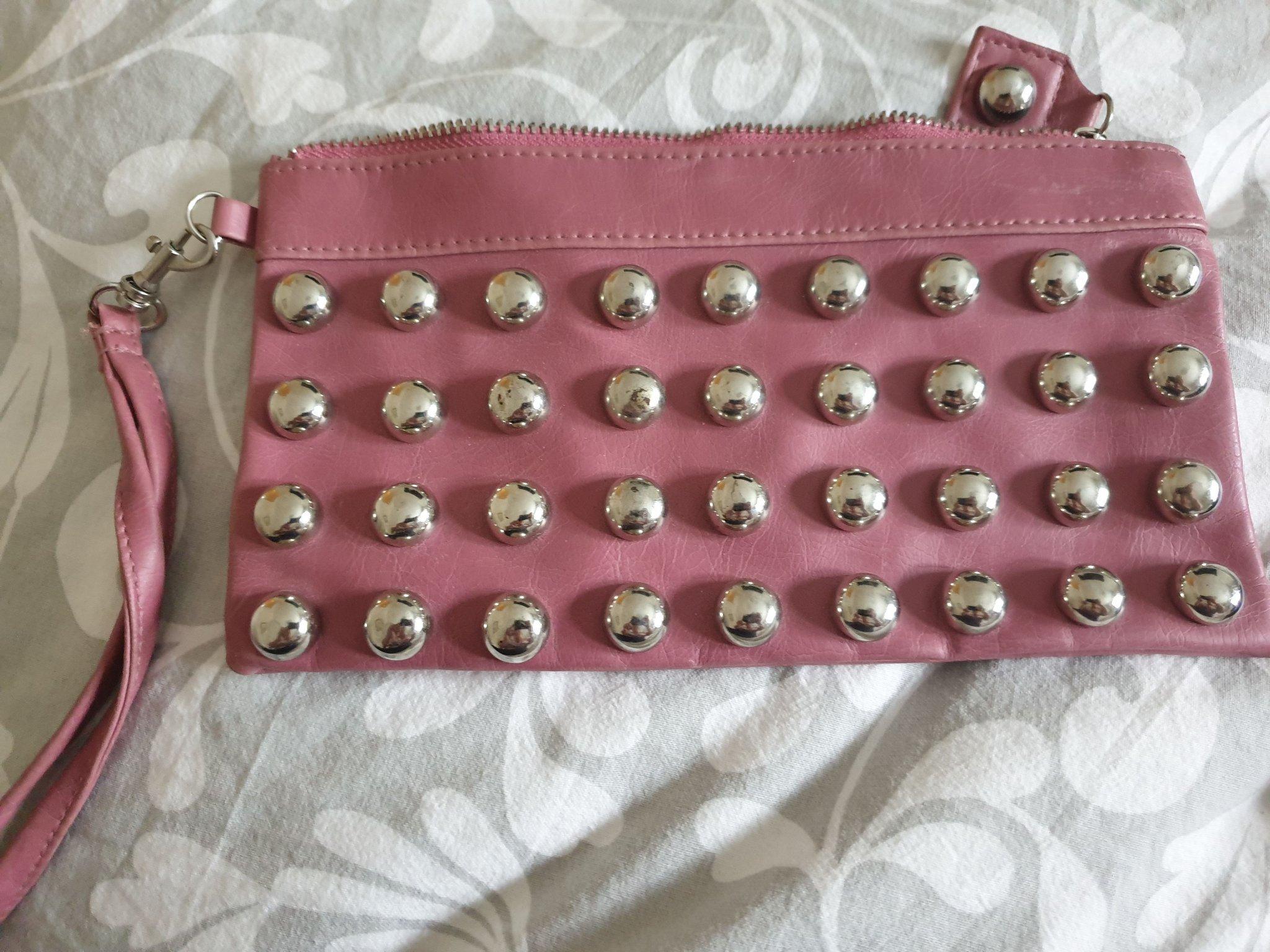 Kuvertväska rosa med nitar