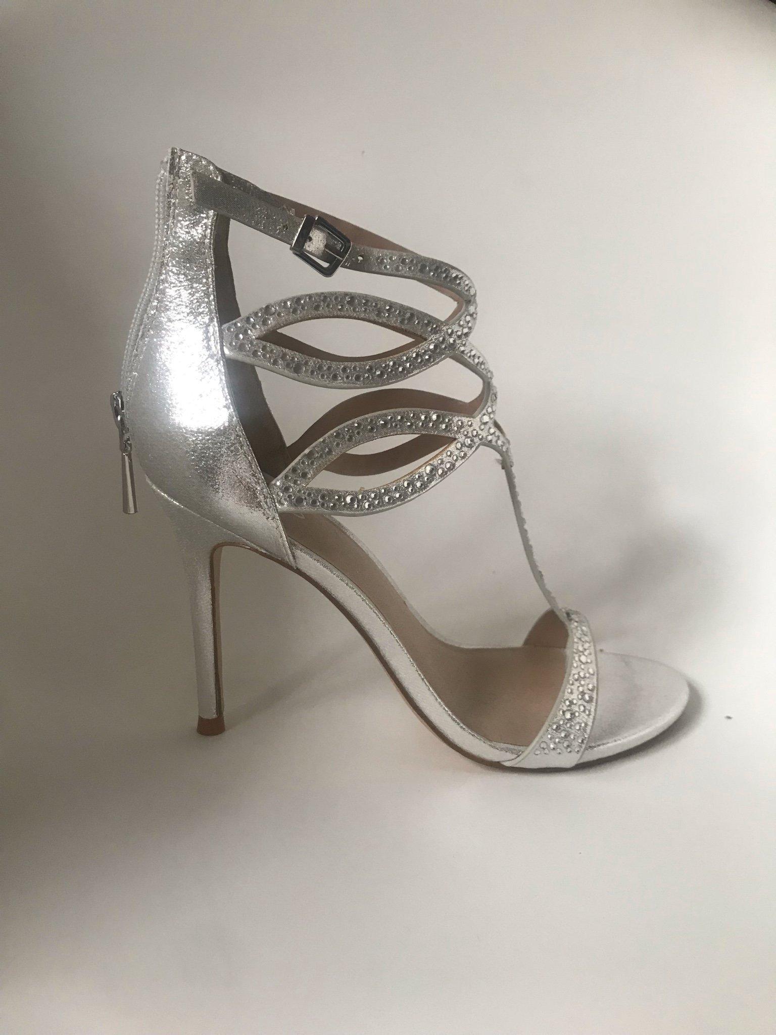 8c0217b32eb Silvriga sandaletter med strass (354251950) ᐈ Köp på Tradera