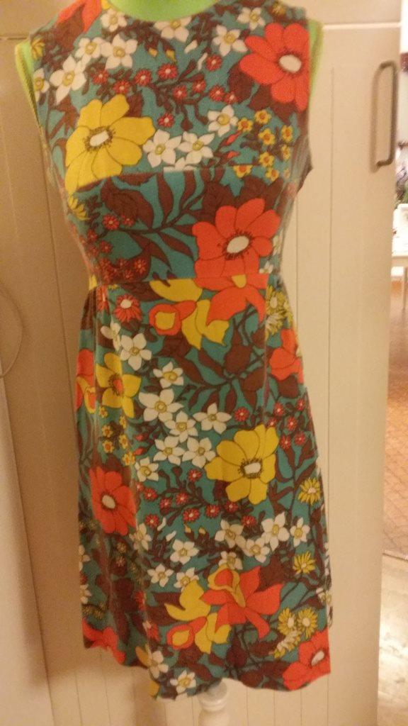 klänning 60-tal VINTAGE (275453270) ᐈ Köp på Tradera 0bc5d738a0a0f