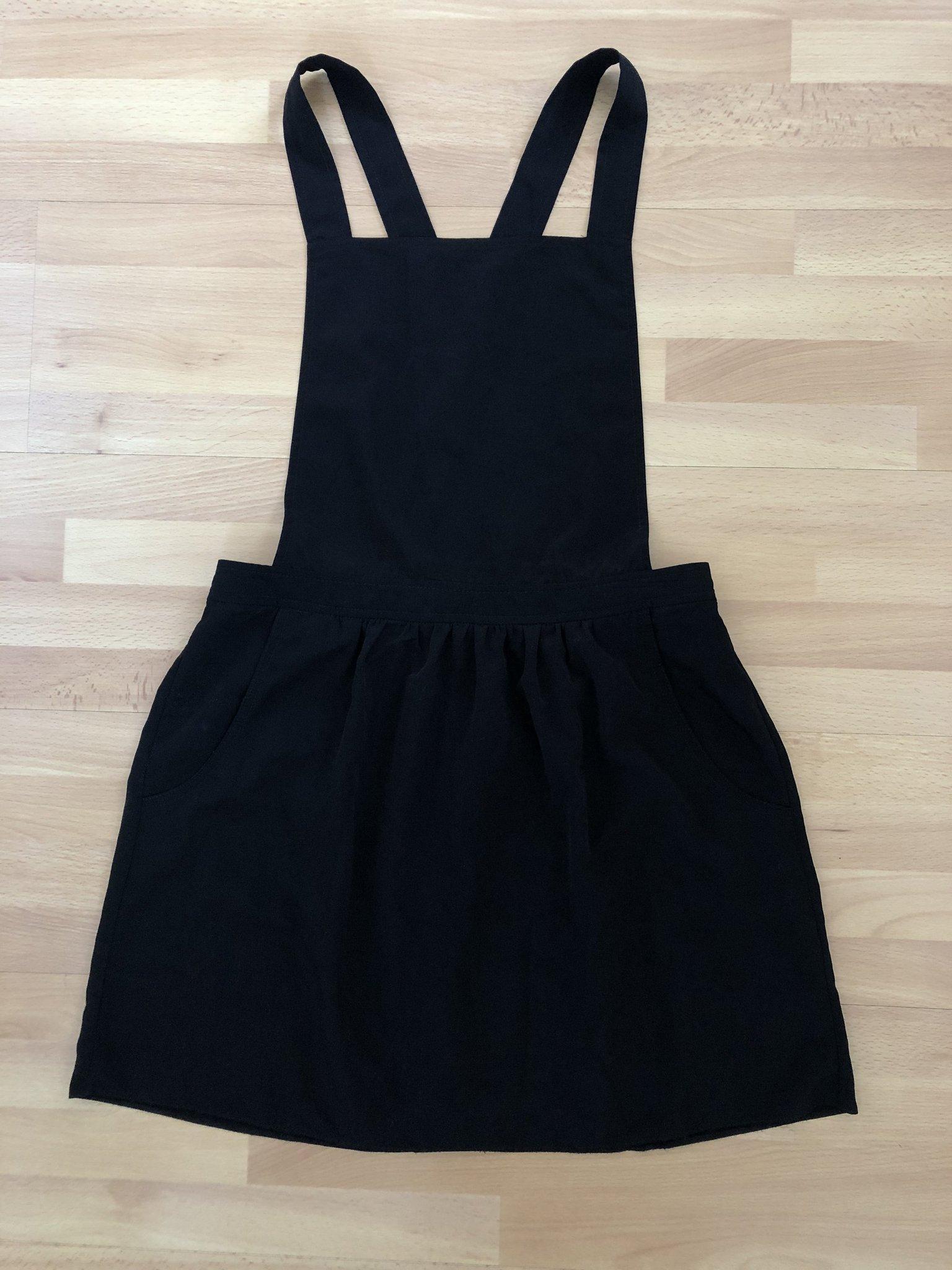 71c54c173de2 Svart dungaree klänning, justerbar axelband, stl 38, hängselklänning ...