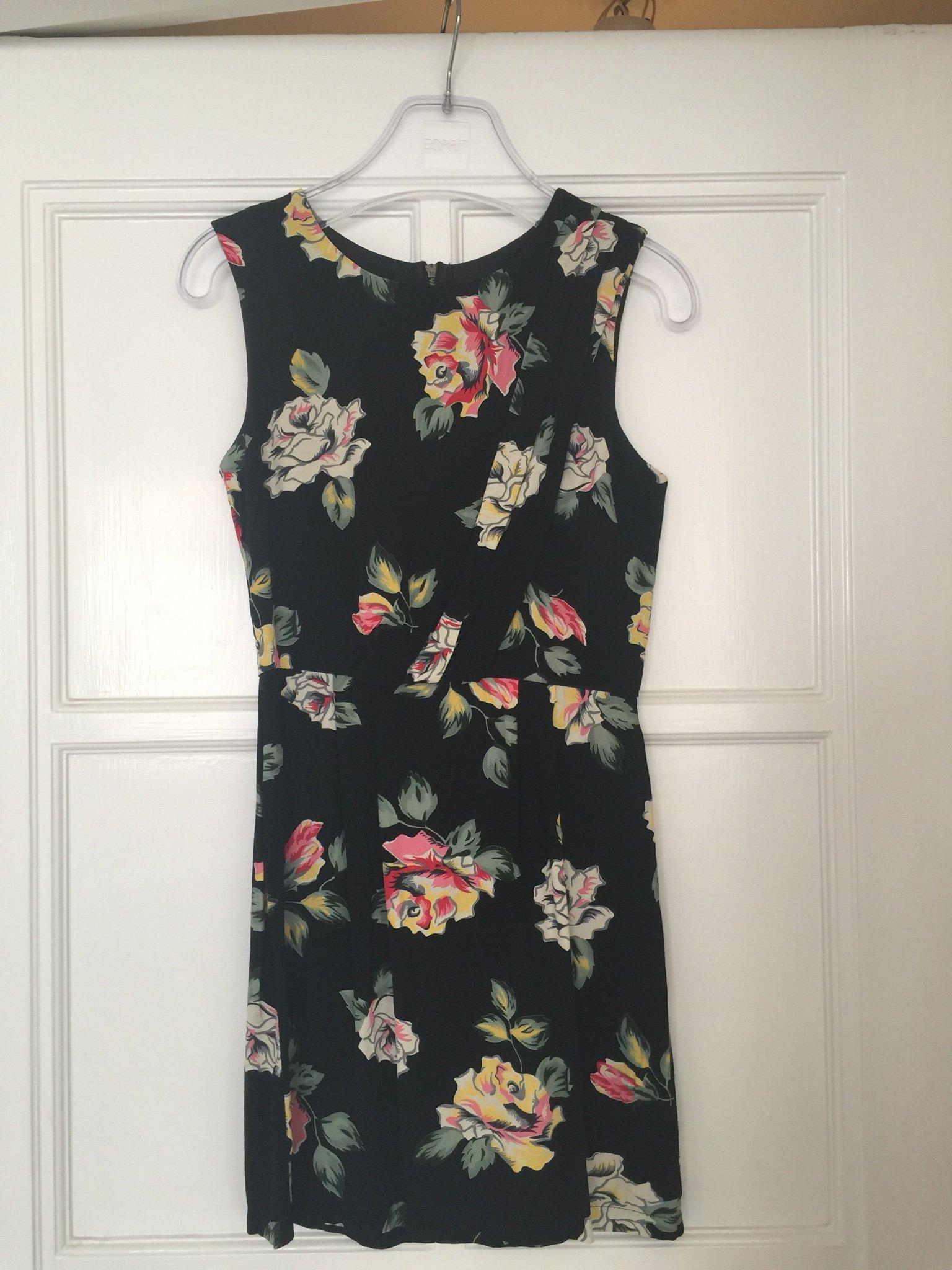 Supervacker blommig klänning från Topshop strl 34 (393953464