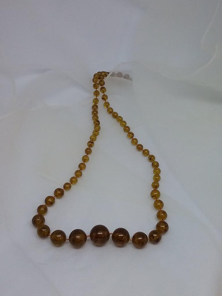 bd9cdf920439 Vintage retro smycke bijouteri halsband doserade bruna plastpärlor längre  ...