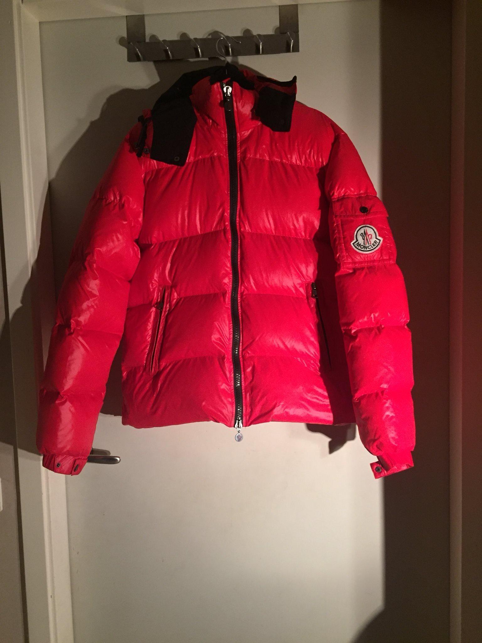 Röd Himalaya Monclear dunjacka strl 6 (338552328) ᐈ Köp på Tradera 3932bdbfeb7c4