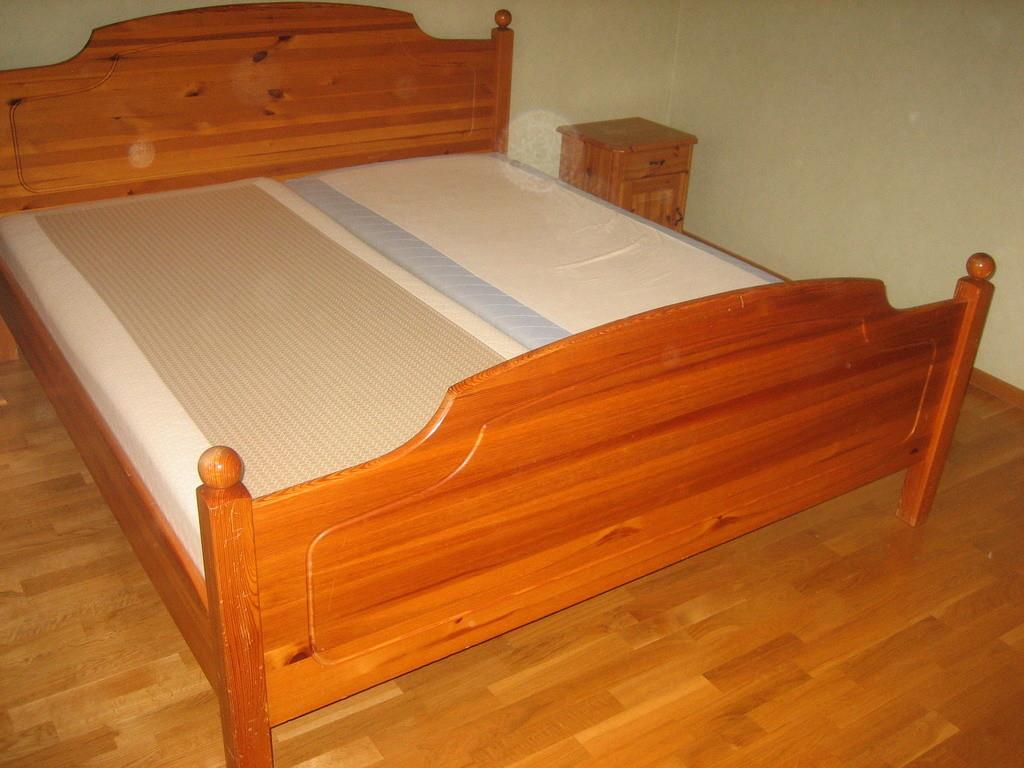 Sängstomme Sänggavel 180cm med 2 sängar& 2 sängbord i furu på