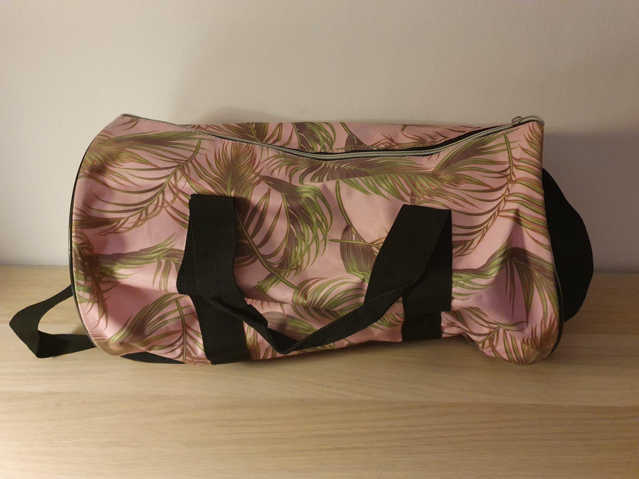 Rosa väska med palmblad
