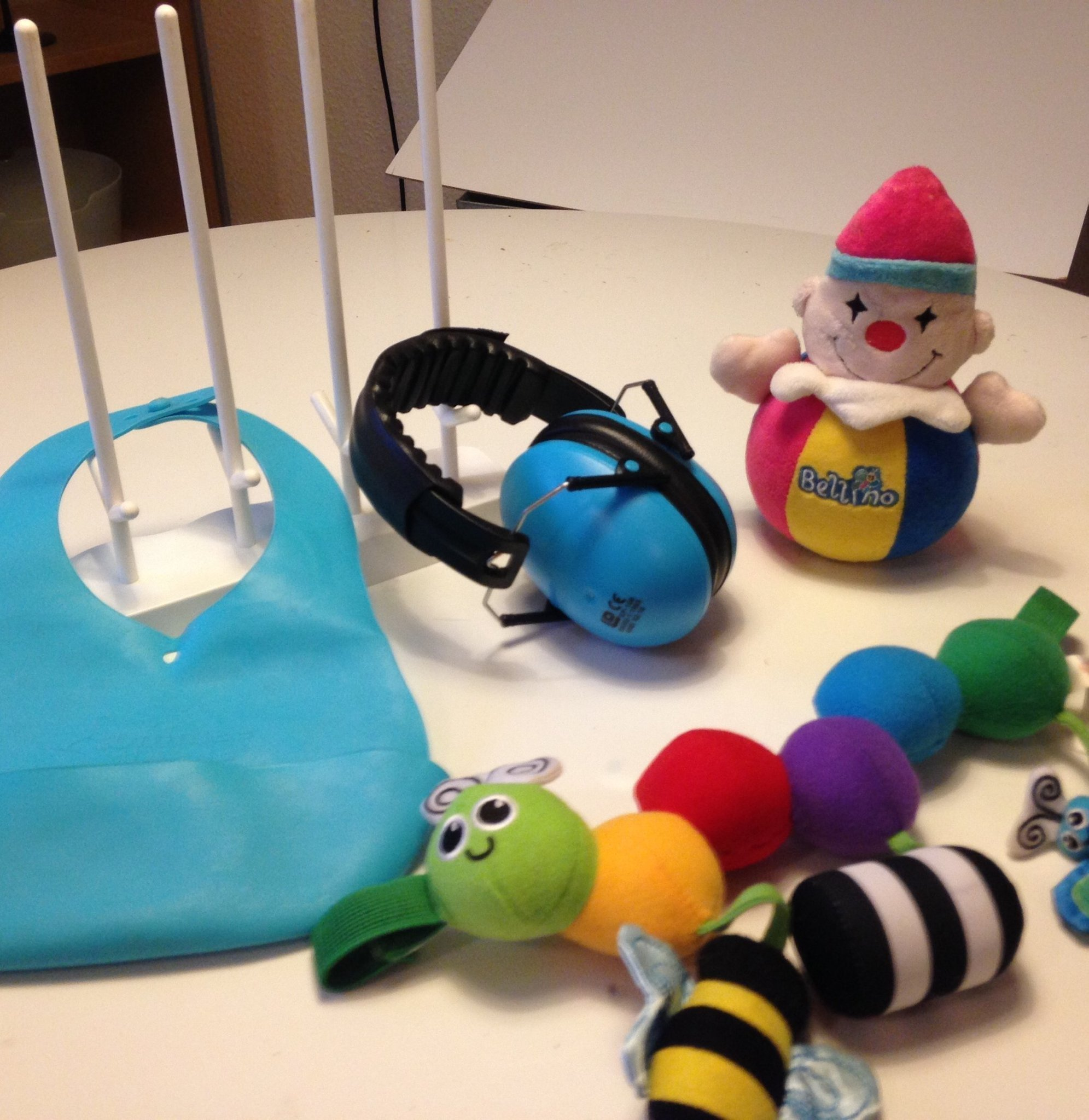 Baby 5 delar GymHörselskyddställ till NappflaskorclownSkallra. Kanon skick.