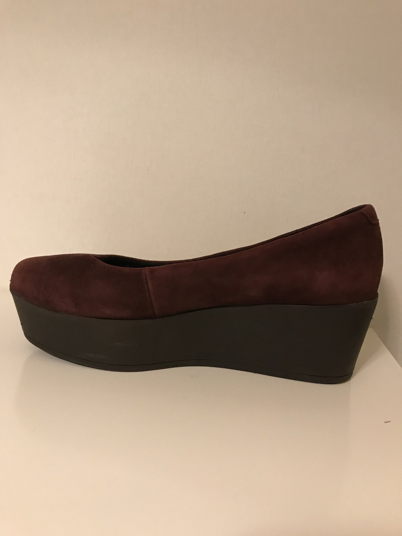 skor med svart sula
