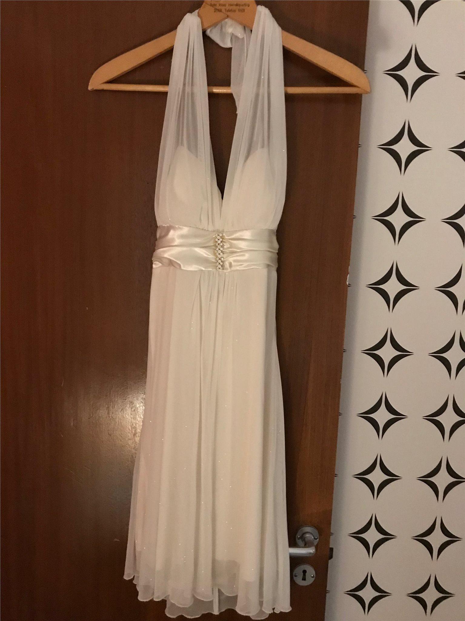 vit glittrig klänning