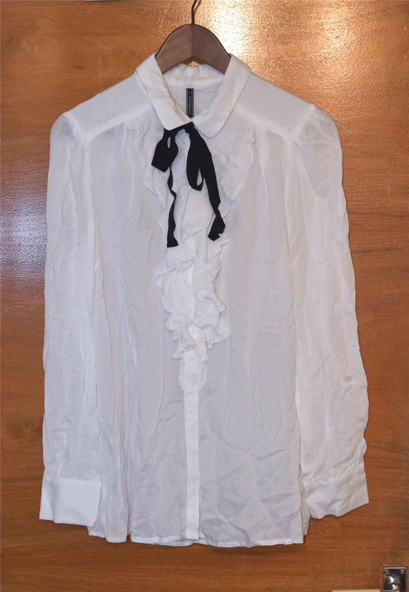Snygg vit blus med volang från FREE QUENT - Strl: L - NY