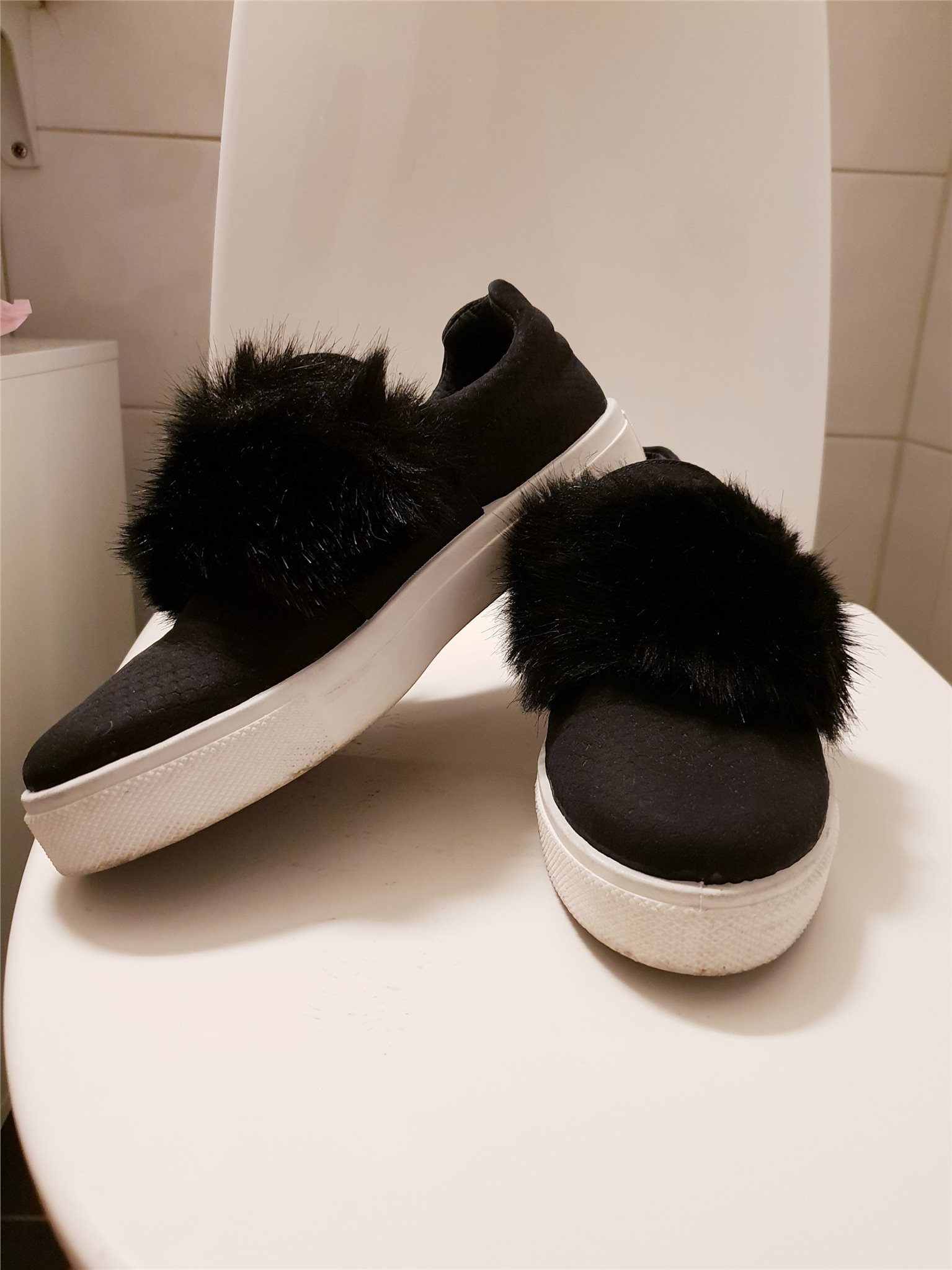 sneakers med päls