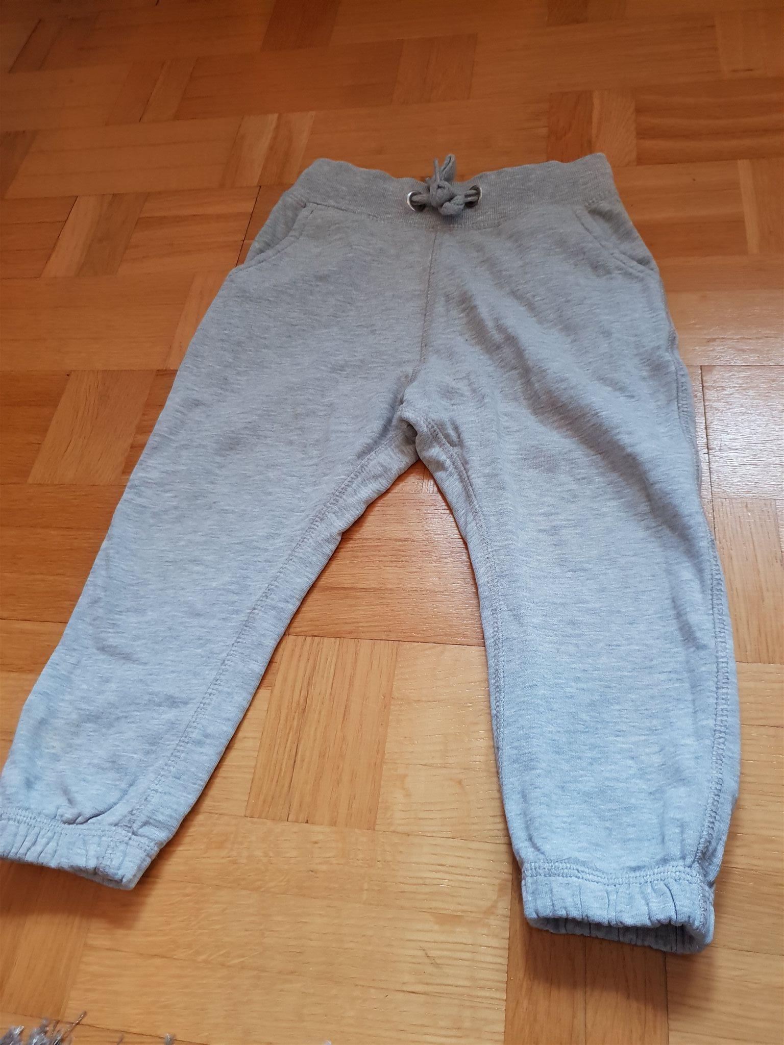 Joggingbyxor stl 100 (339106115) ᐈ Köp på Tradera ae26401ec85dd