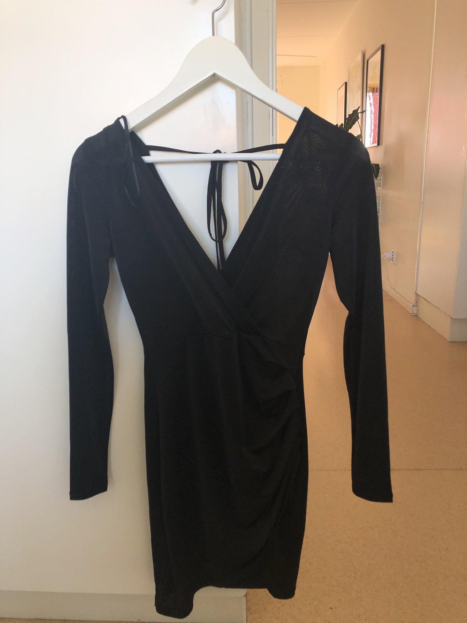 cd4f48906528 Gina Tricot Open back black dress (348791175) ᐈ Köp på Tradera