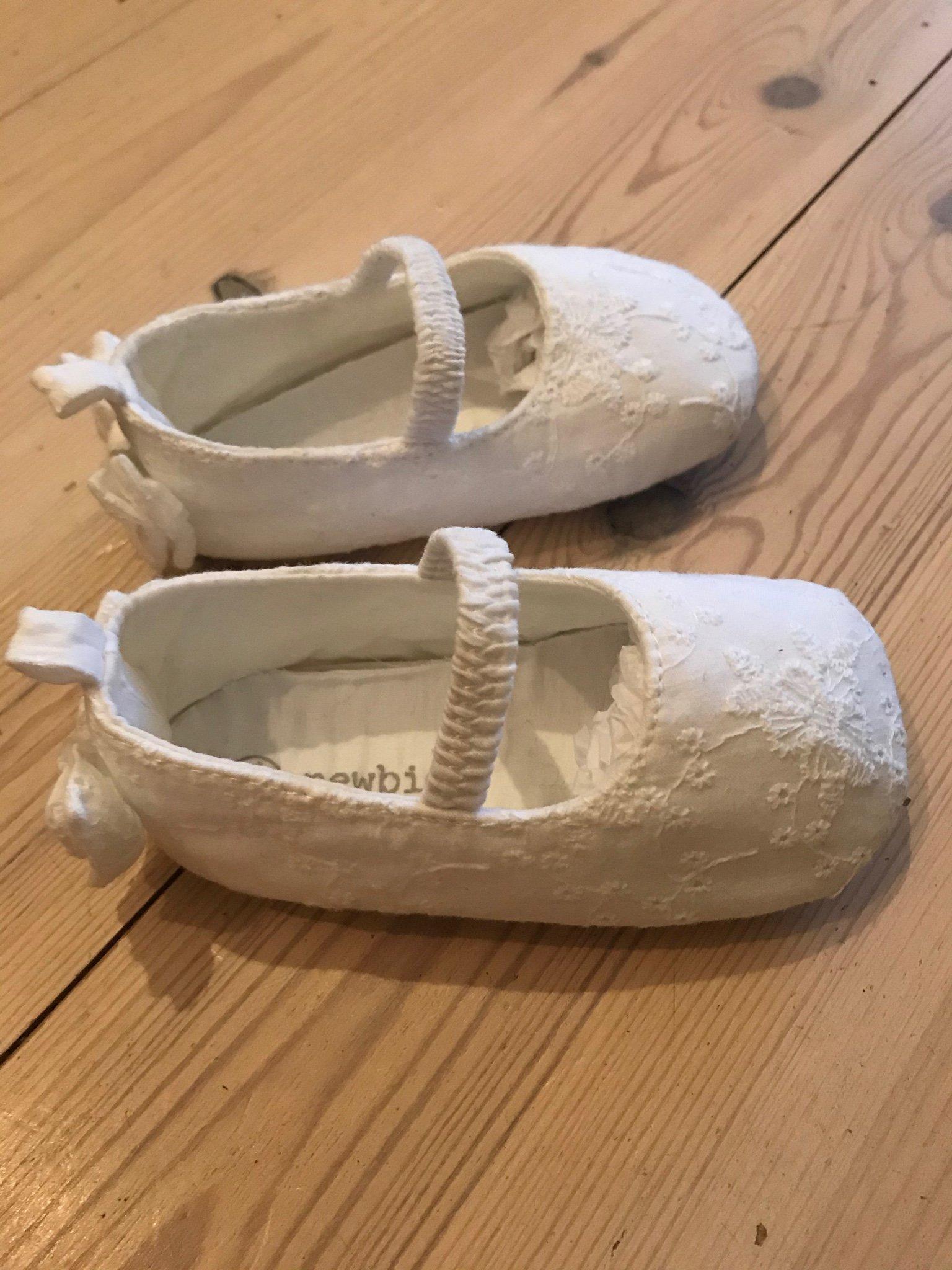 Newbie skor ballerina tossor strl 1920 vita i spets! OBS läs besk.