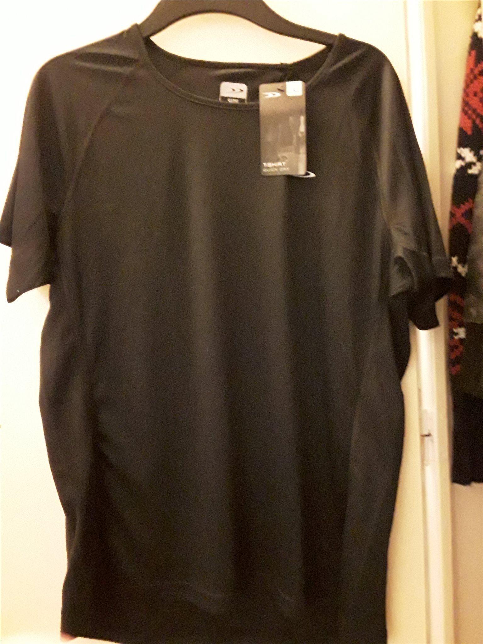 Svart sport gym t-shirt i skönt material. Ny!! .. (341690564) ᐈ Köp ... d56520cdc88b1