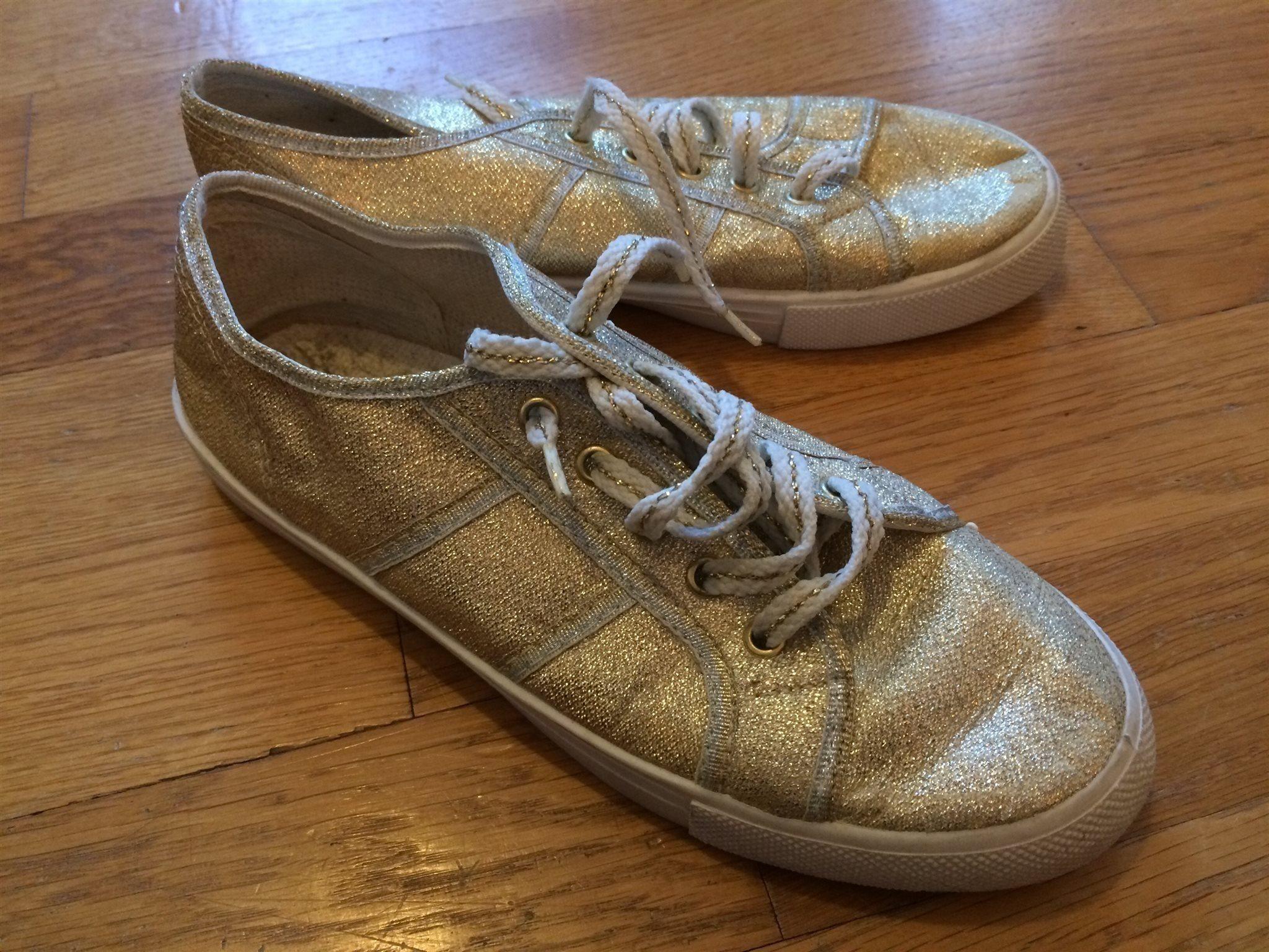 dc02cc7dbf1 Vintage guldfärgade sneakers strl 37 GULDSKOR! (343222274) ᐈ Köp på ...