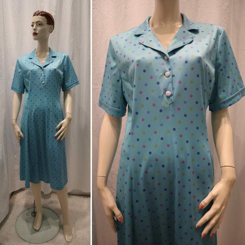 9ebd819bd817 Vintage retro turkos somrig syntetklänning med prickar insvängd midja 6070- tal ...