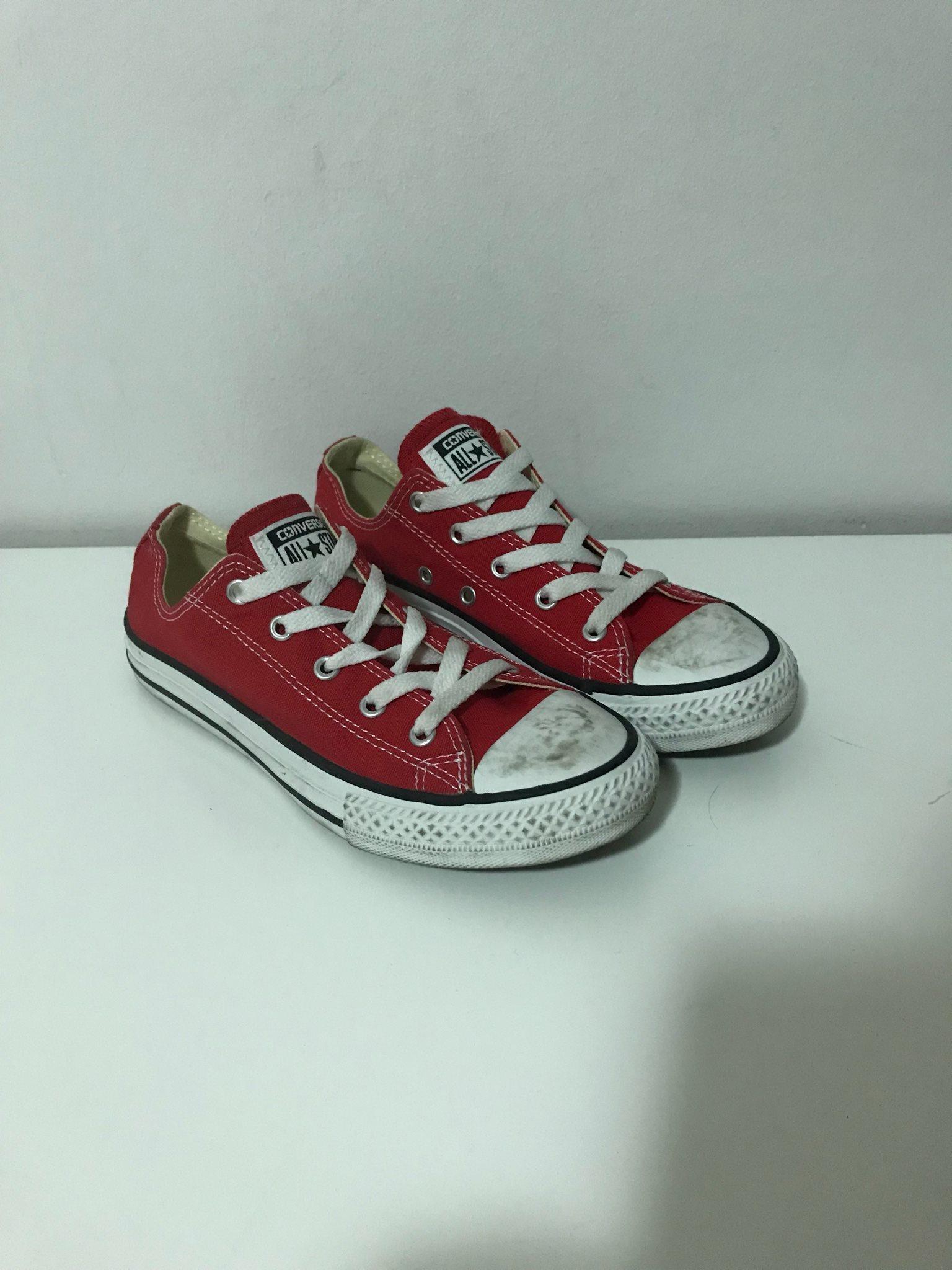 75e1f489edc Converse låga röda storlek 3 (35) (337220756) ᐈ Köp på Tradera