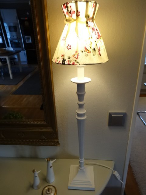 bordslampa vit lantlig