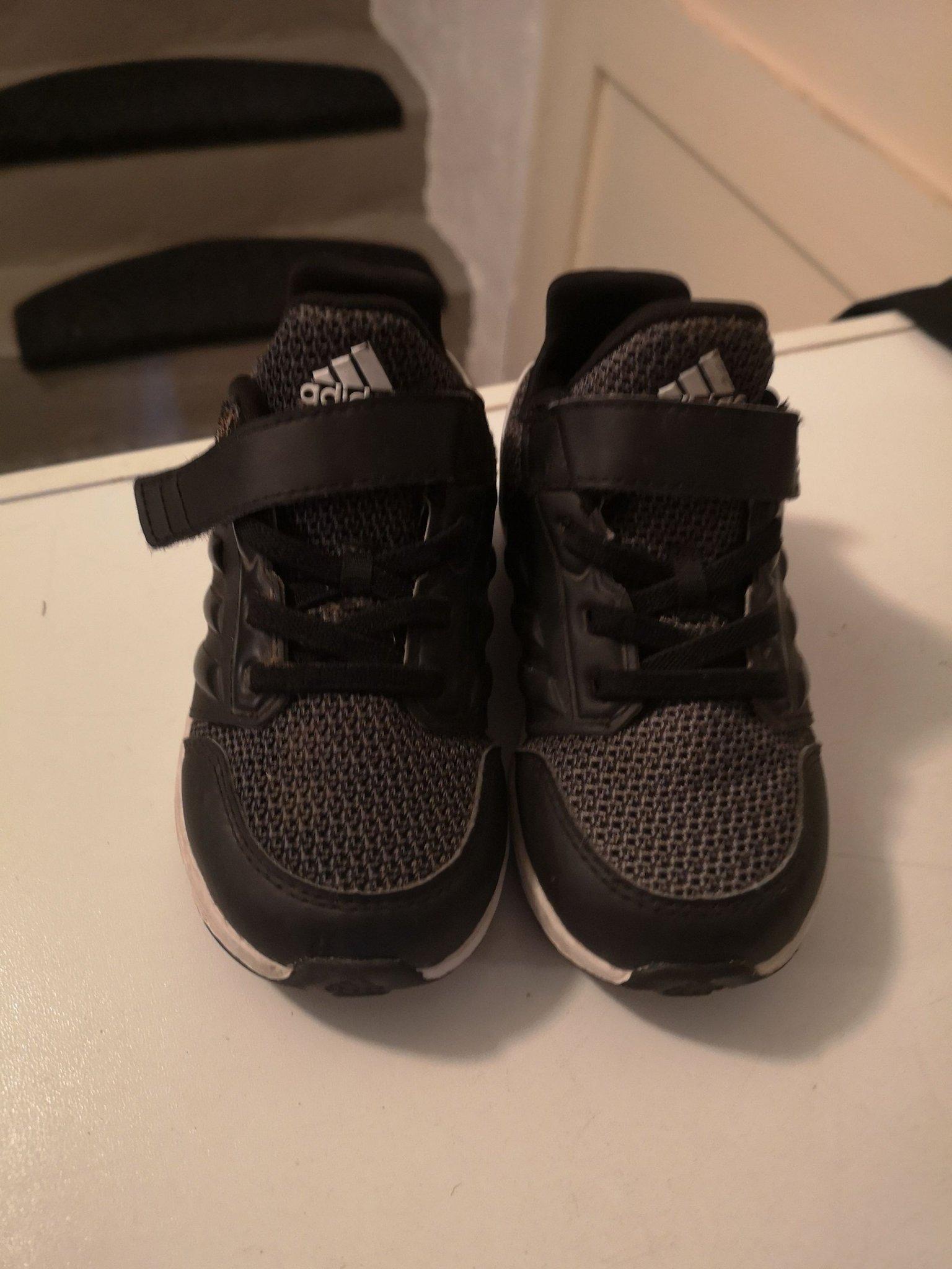 Adidas skor storlek 24 (408193120) ᐈ Köp på Tradera