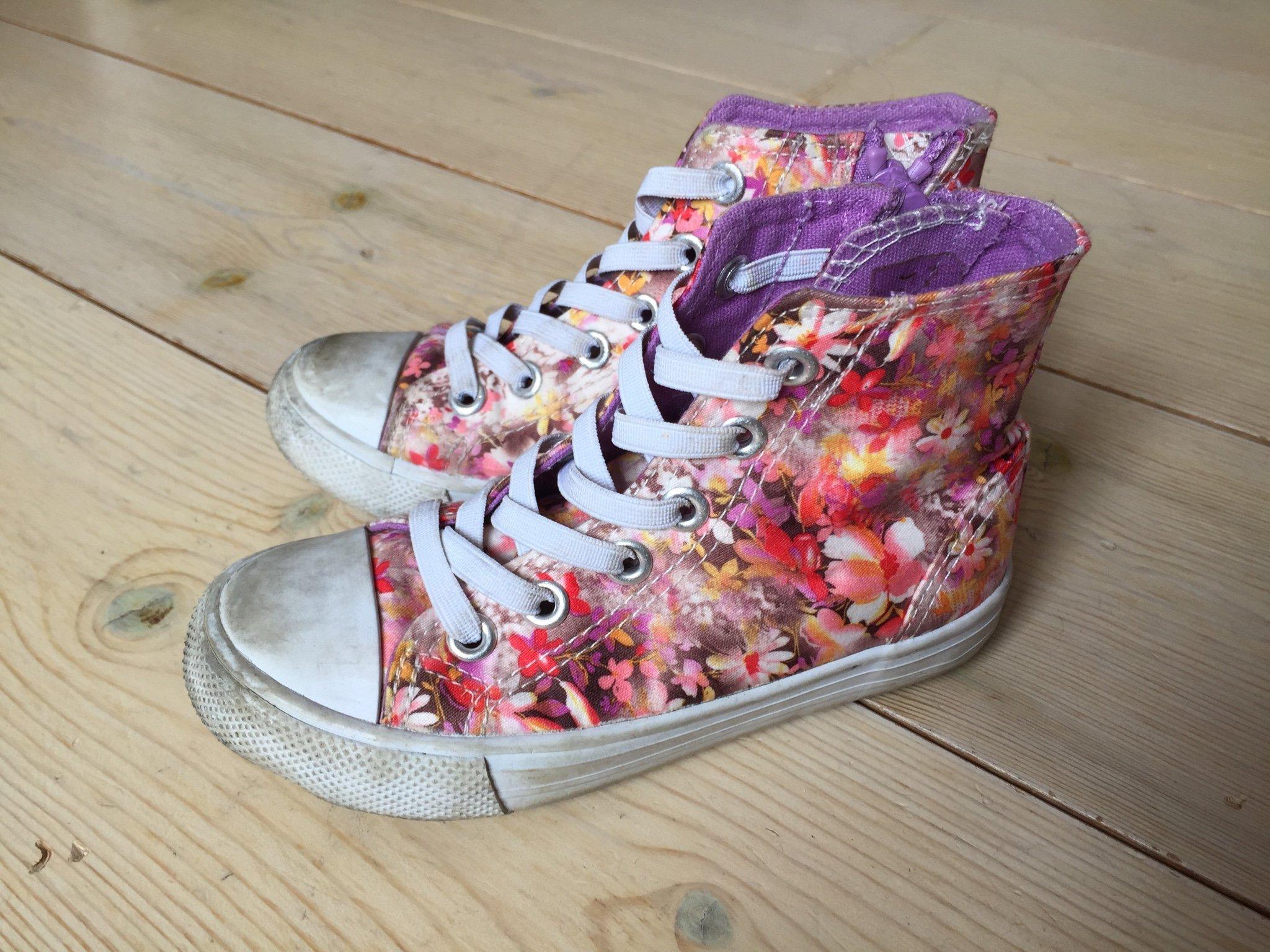 7729f7e3e67 Blommiga sneakers skor strl 27 (349689482) ᐈ Köp på Tradera