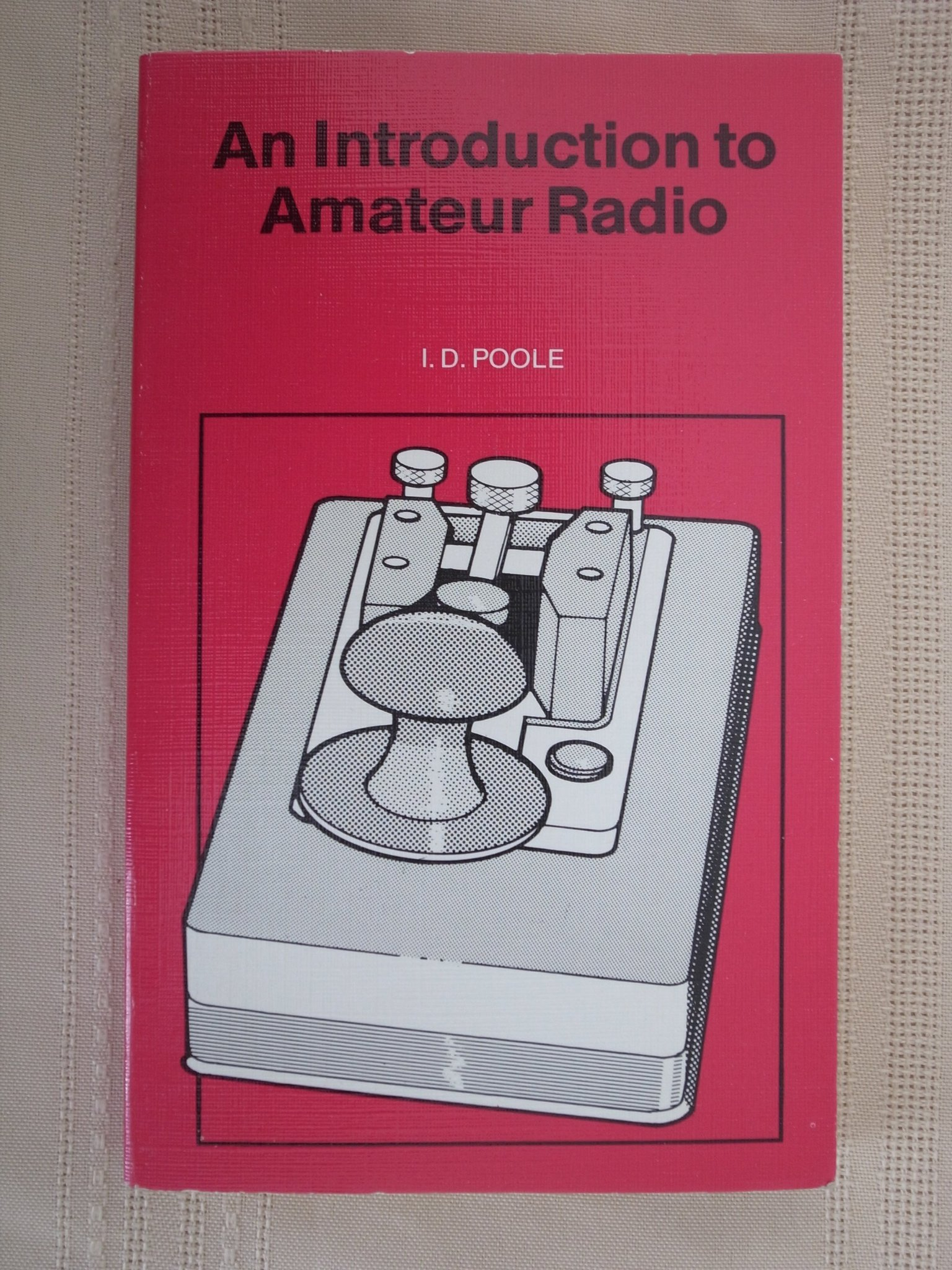An Introduction to Amateur Radio, Intressant bok om amatörradio. Ca 150 sidor.