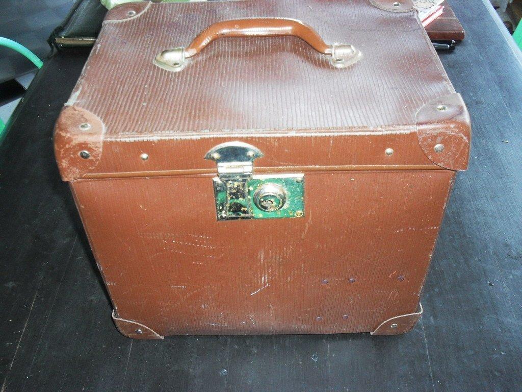 Ovanlig gammal resväska retro vintage kuriosa bruksföremål inredning samlarsaker