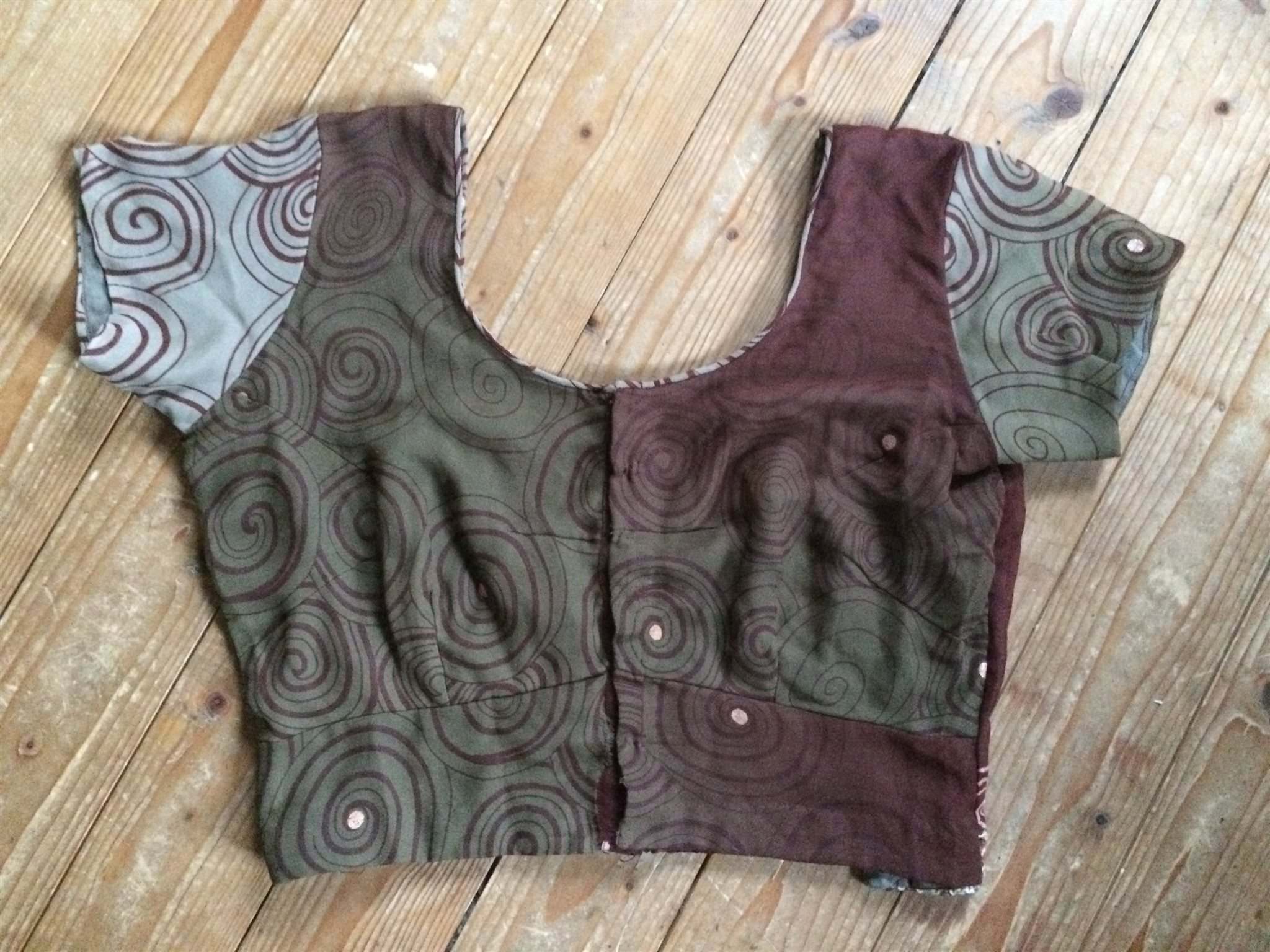 INDISK CHOLI TOP TRADITIONELL TRIBAL HIPPIE BOHEM BOHO NEW AGE CROP MAG KORT