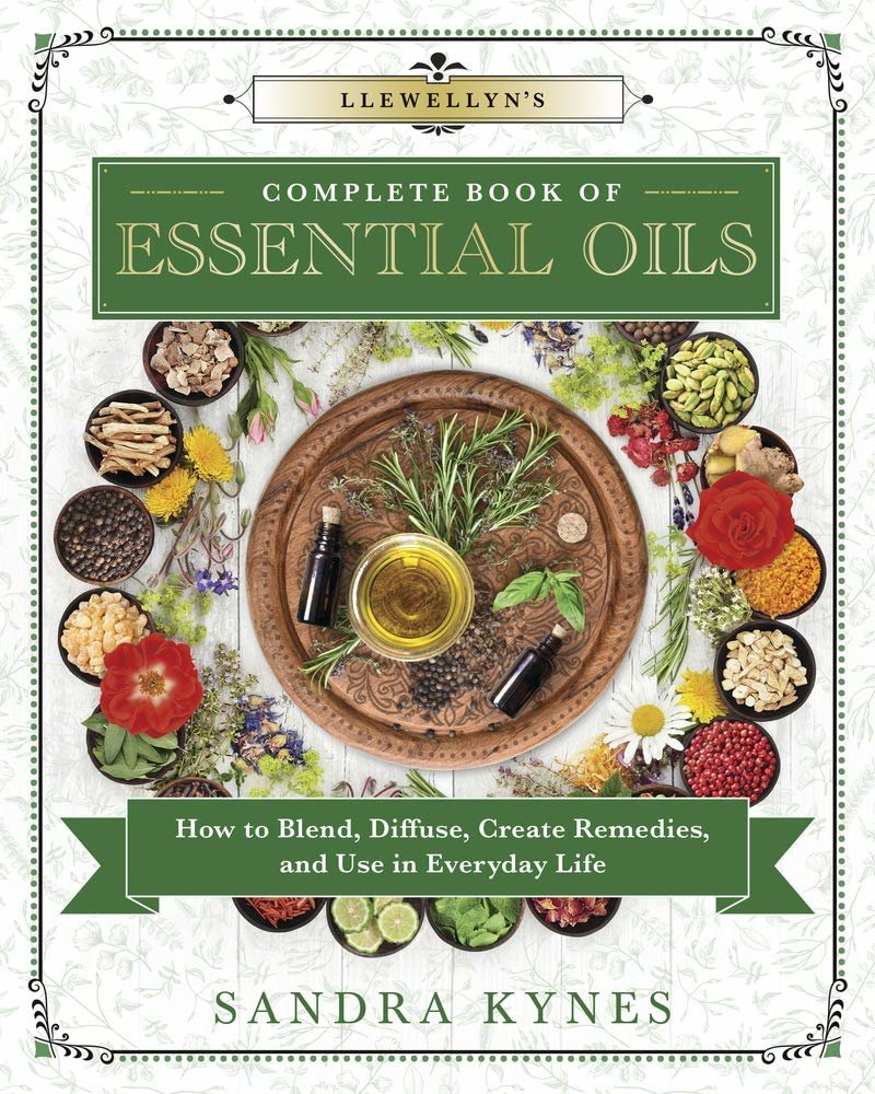 Llewellyn's Complete Book of Essential Oils 9780738756875