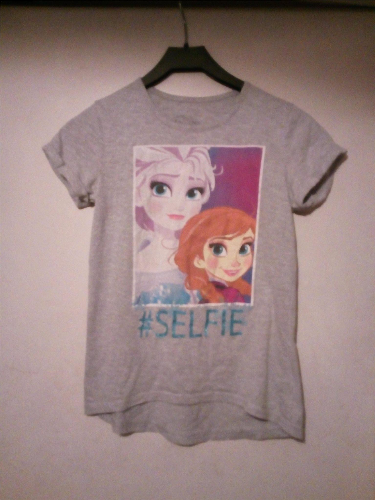 d7b48b7eaeff Snygg Frozen Frost Elsa och Anna selfie snödrottning t-shirt från Disney