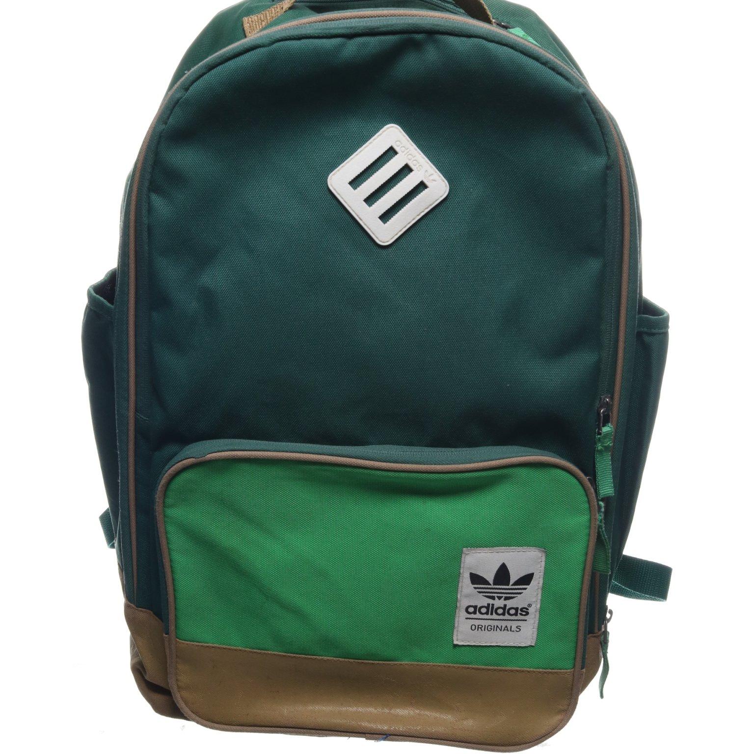 ryggsäck svart finns på . med grönt