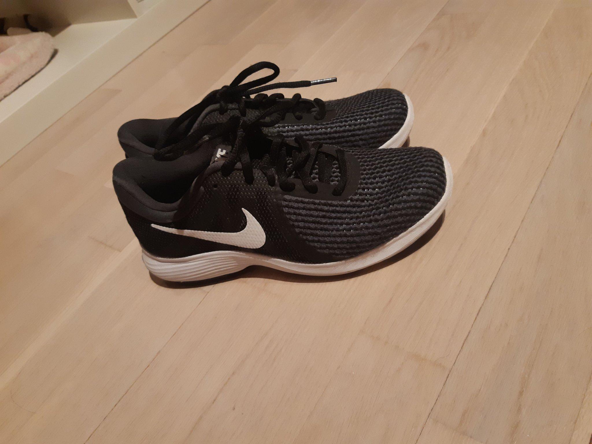Nike Skor strl 36,5 (356799618) ? K?p p? Tradera
