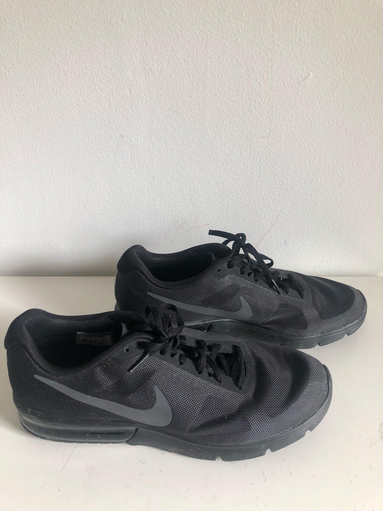 the latest 0f999 a656b Svarta Nike nyskick st 44,5 ...