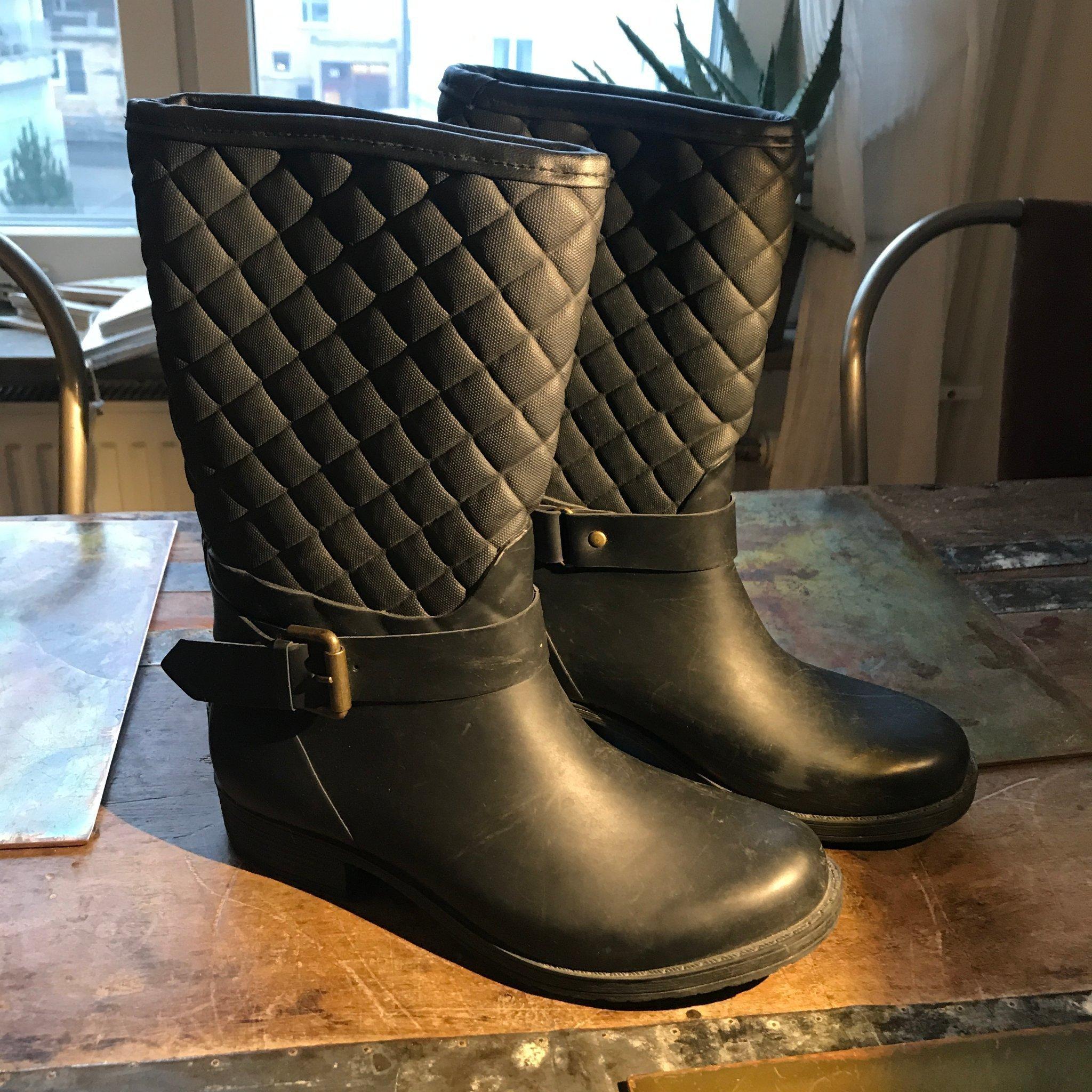 Trendiga gummistövlarrubber boots från Colors .. (394026547