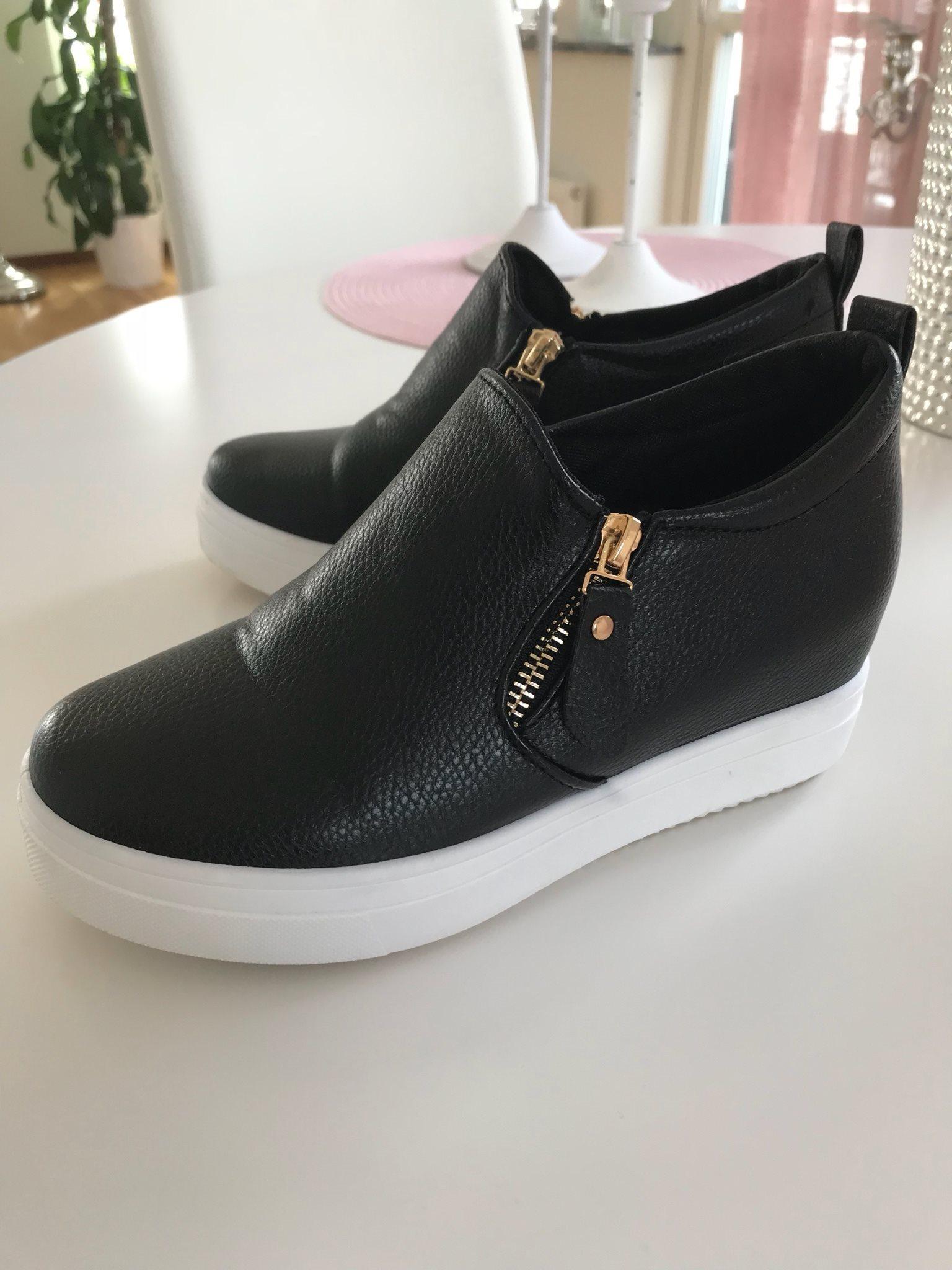 snygga svarta skor