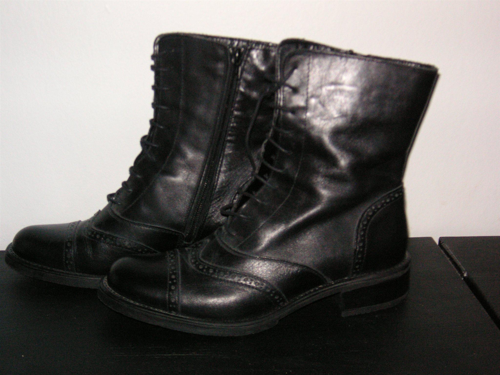 92ca49f669d Nya svarta kängor / boots i skinn från Bellezza.. (339328239) ᐈ Köp ...