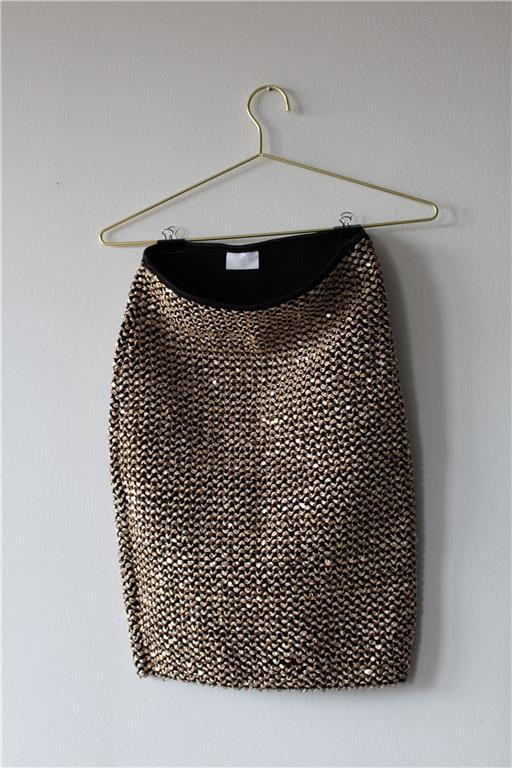kjol med guldpaljetter