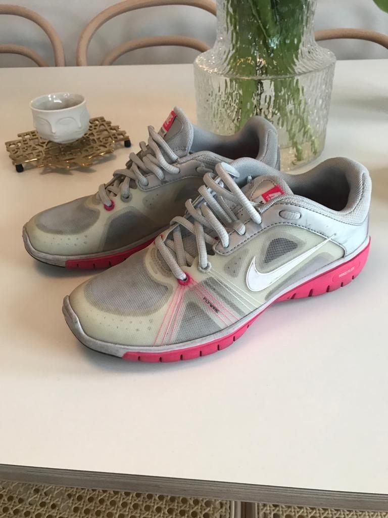 brand new d22e0 564c8 Nike Training Move fit snygga dam skor sneakers storlek 38
