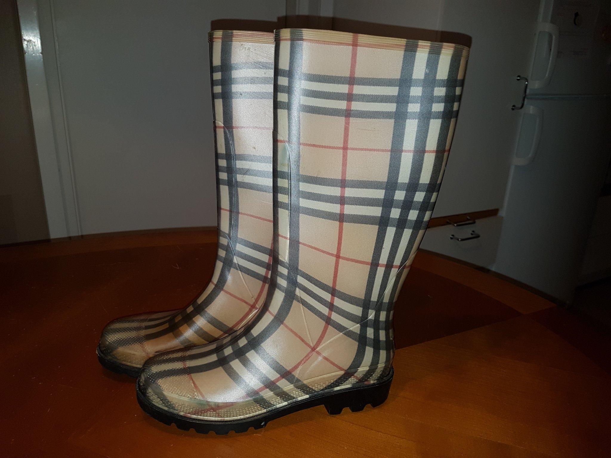 Burberry gummistövlar Storlek 39 (364626800) ᐈ Köp på Tradera
