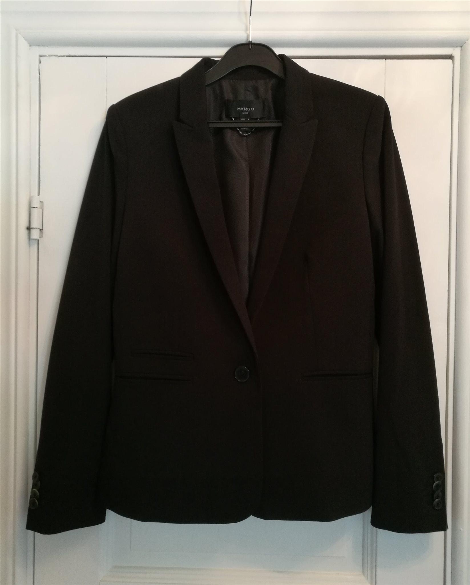 Snygg svart dam kostym ( suit ) - kavaj & finbyxor fr. MANGO - Small - S - 38