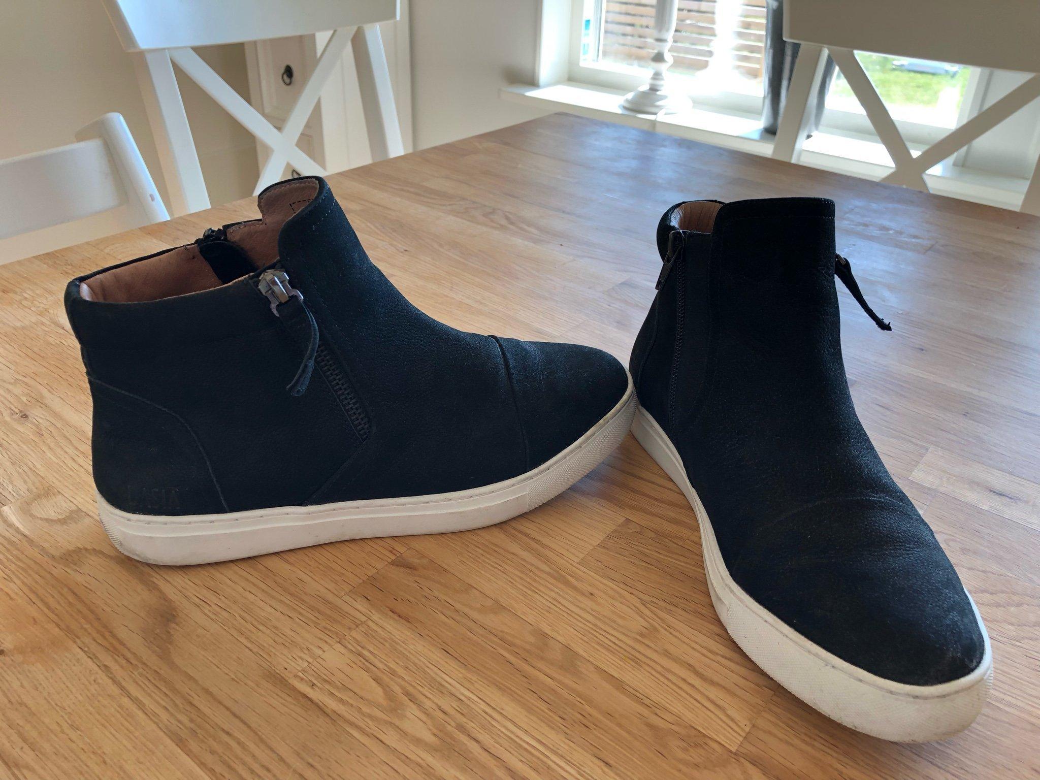 923089ee7ed Sneakers från Dasia och Scorett (346395579) ᐈ Köp på Tradera