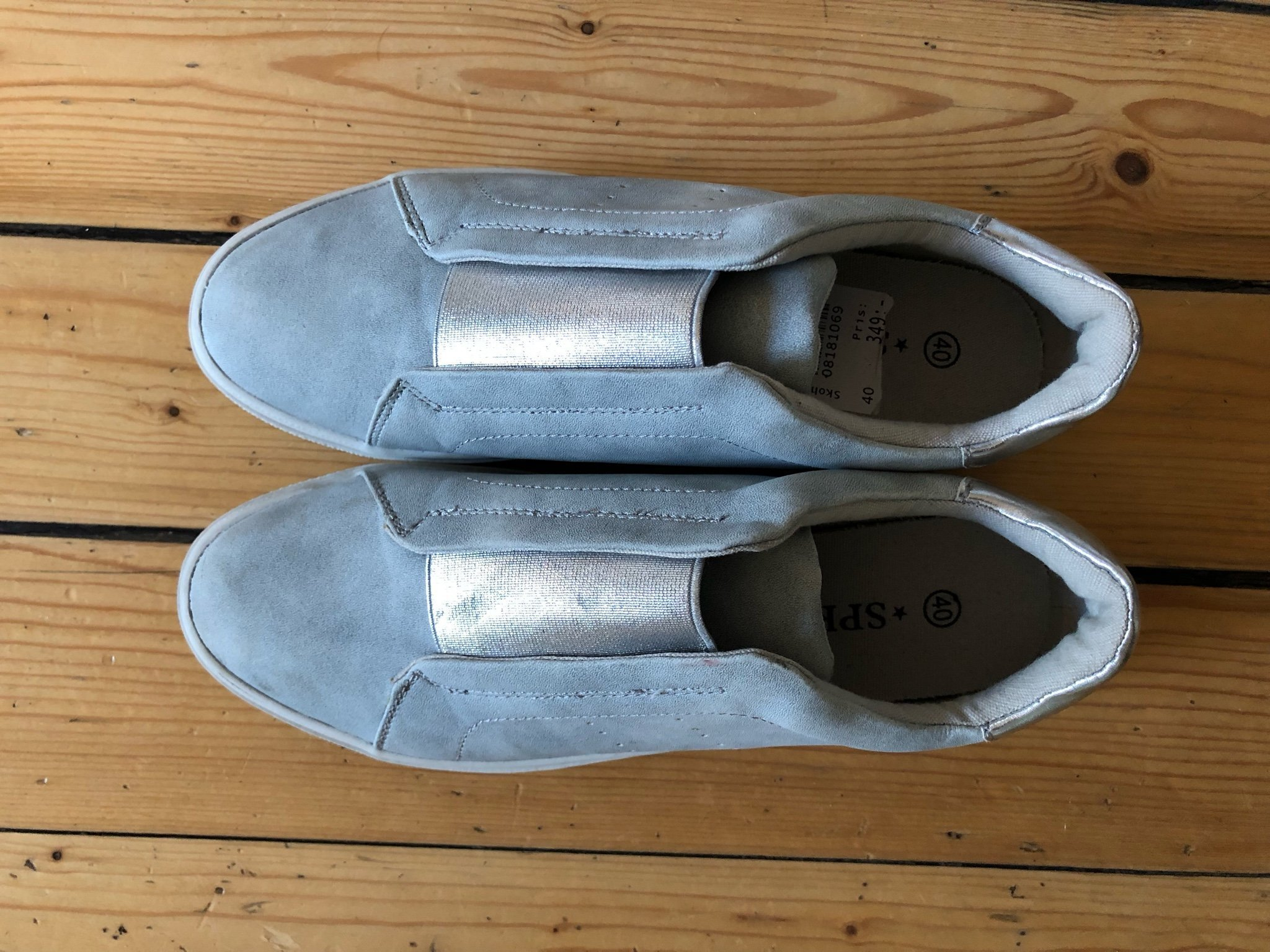 a0d4de648c2 Nya oanvända skor grå med silverdetaljer sneake.. (350738611) ᐈ Köp ...