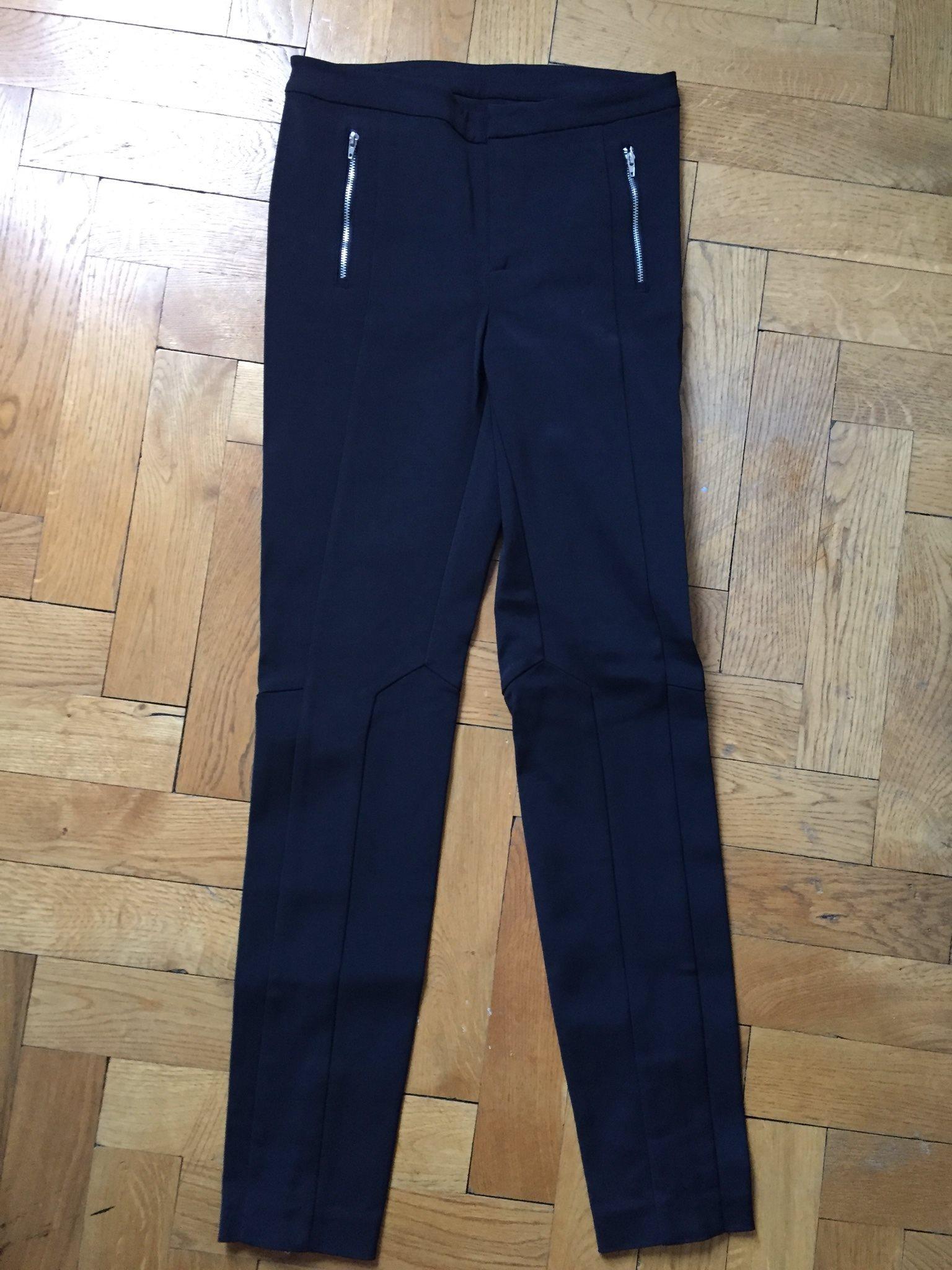 svarta tighta byxor