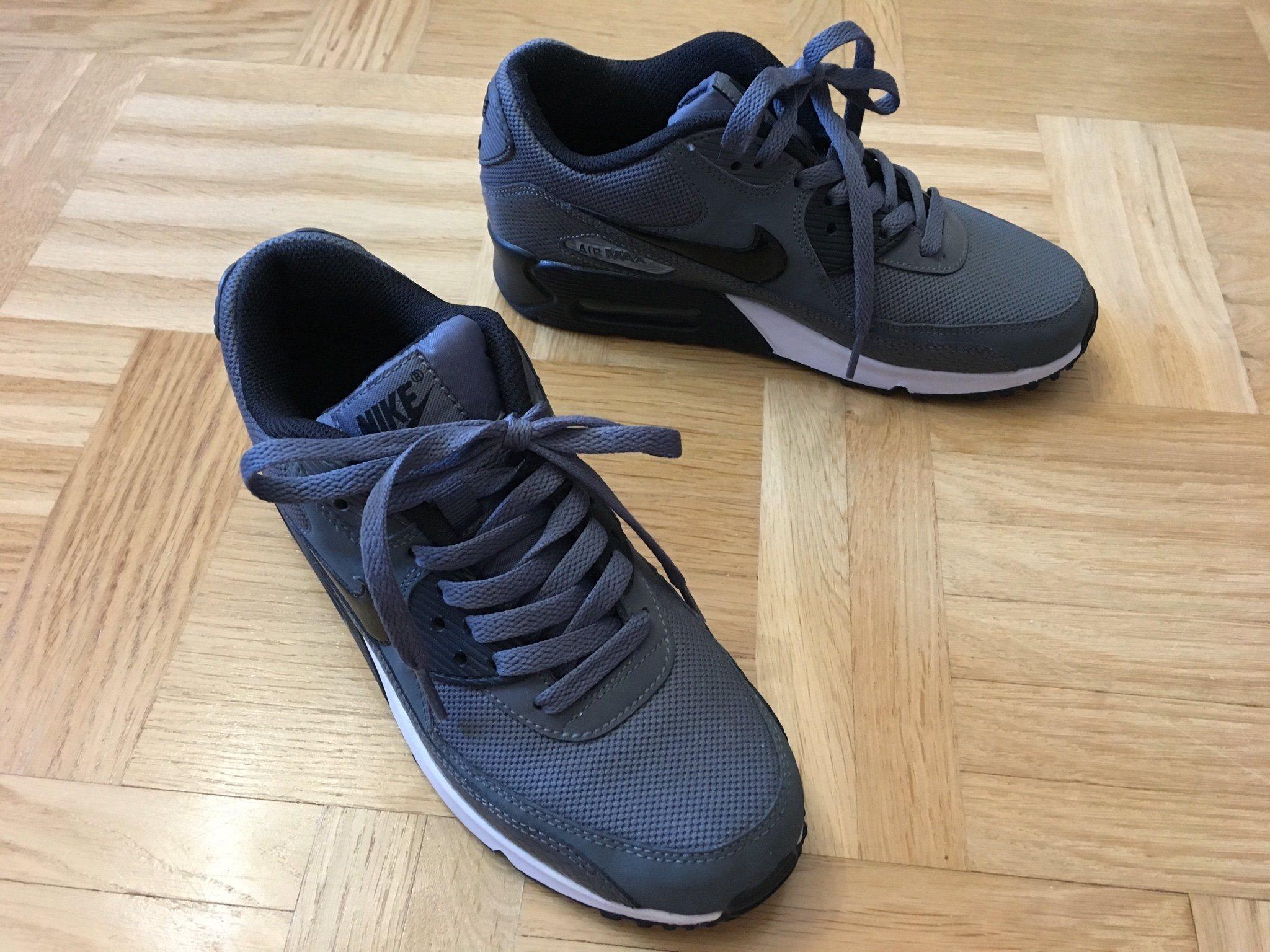 huge discount 2383b adac1 Nike Air Max sneakers skor mörkgrå vit svart strl 38