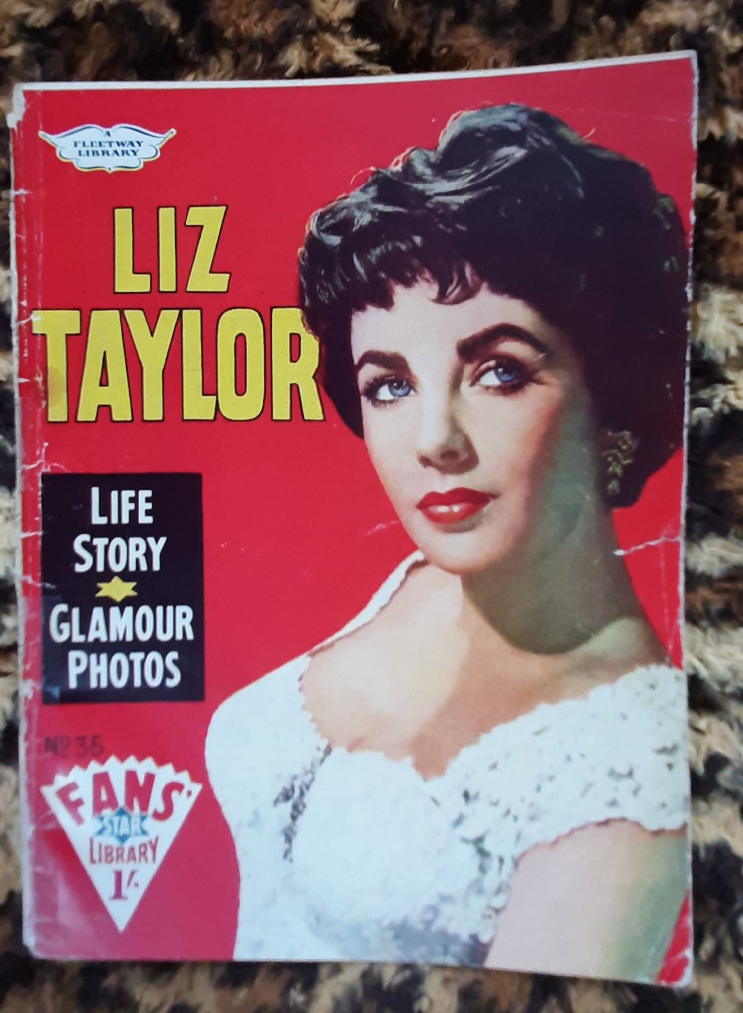 Elizabeth Taylor magazine cover. Fans star library. UK. 1960.