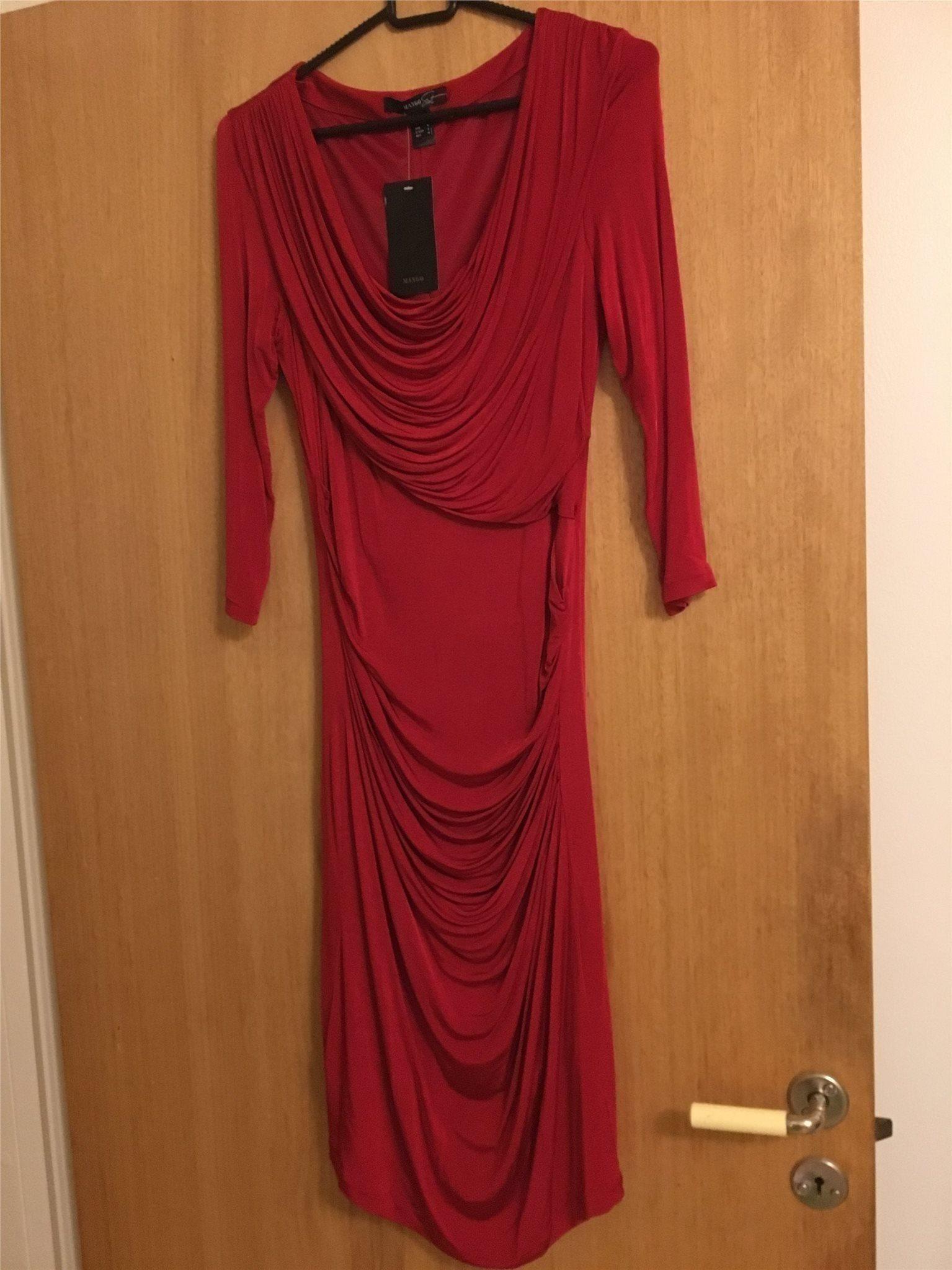 ae81b1100991 Ny snygg röd klänning stl. M (343469942) ᐈ Köp på Tradera