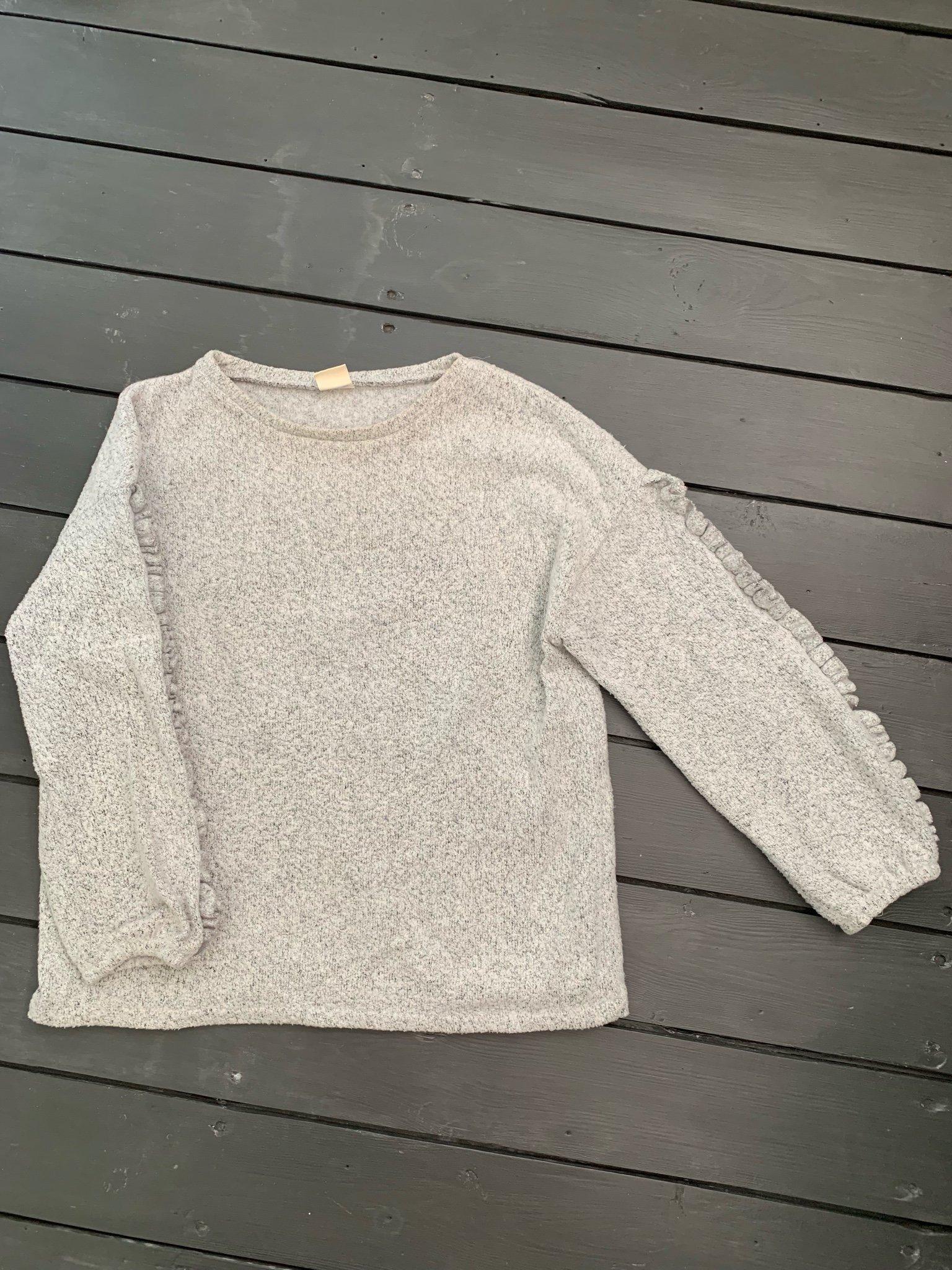 Stickad tröja från zara grå storlek 140 volang .. (360777111