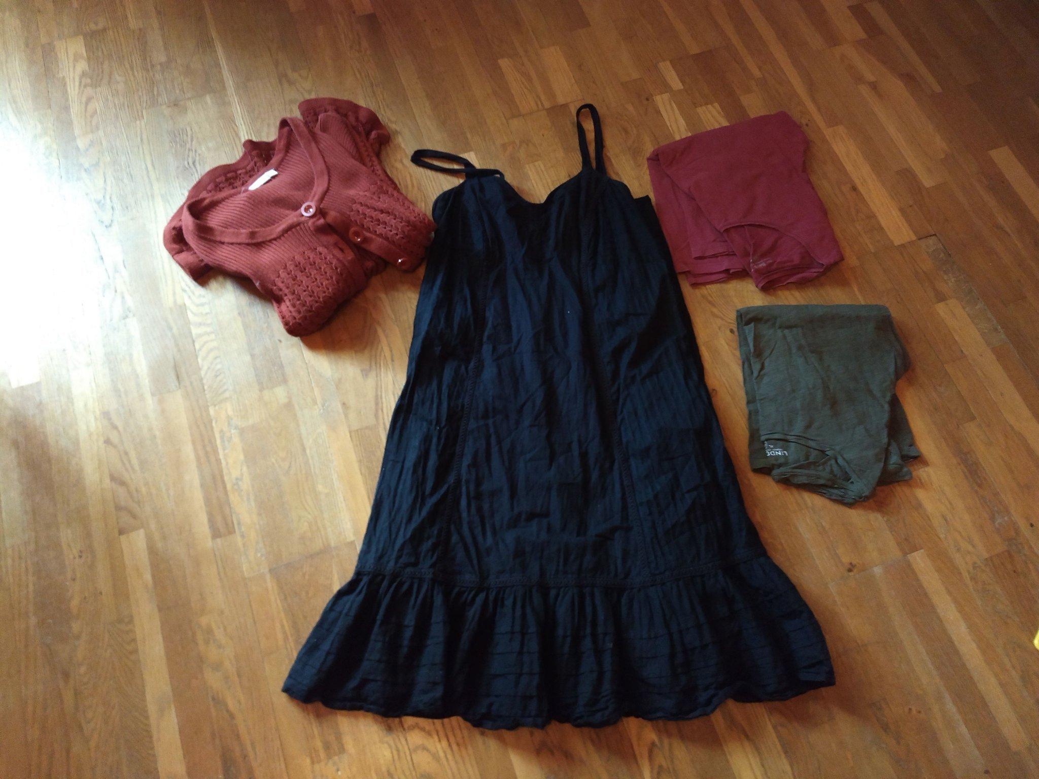 0caf8120a00a Paket med klänning, kofta och tröjor i storlek .. (354579088) ᐈ Köp ...