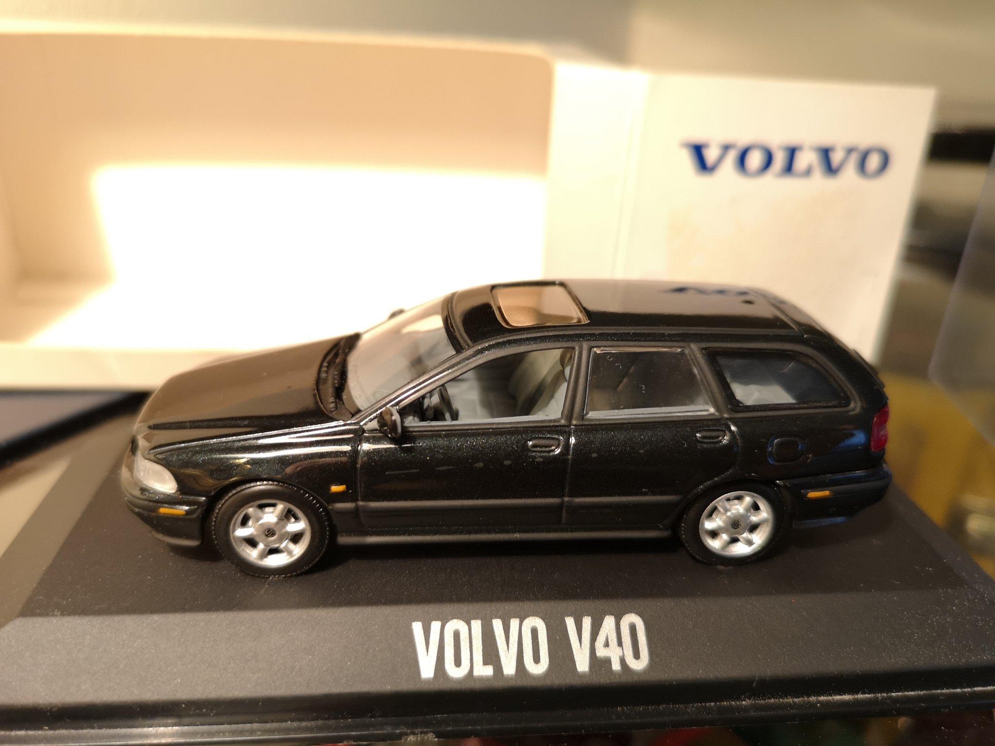 Volvo V40 black --- 1:43 Minichamps (360379939) ᐈ Köp på